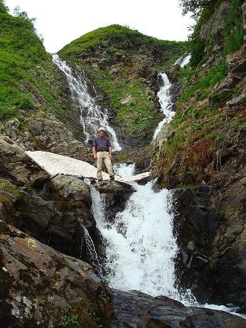 Водопад в верховьях реки Ачипсе на склонах горы Ачишхо