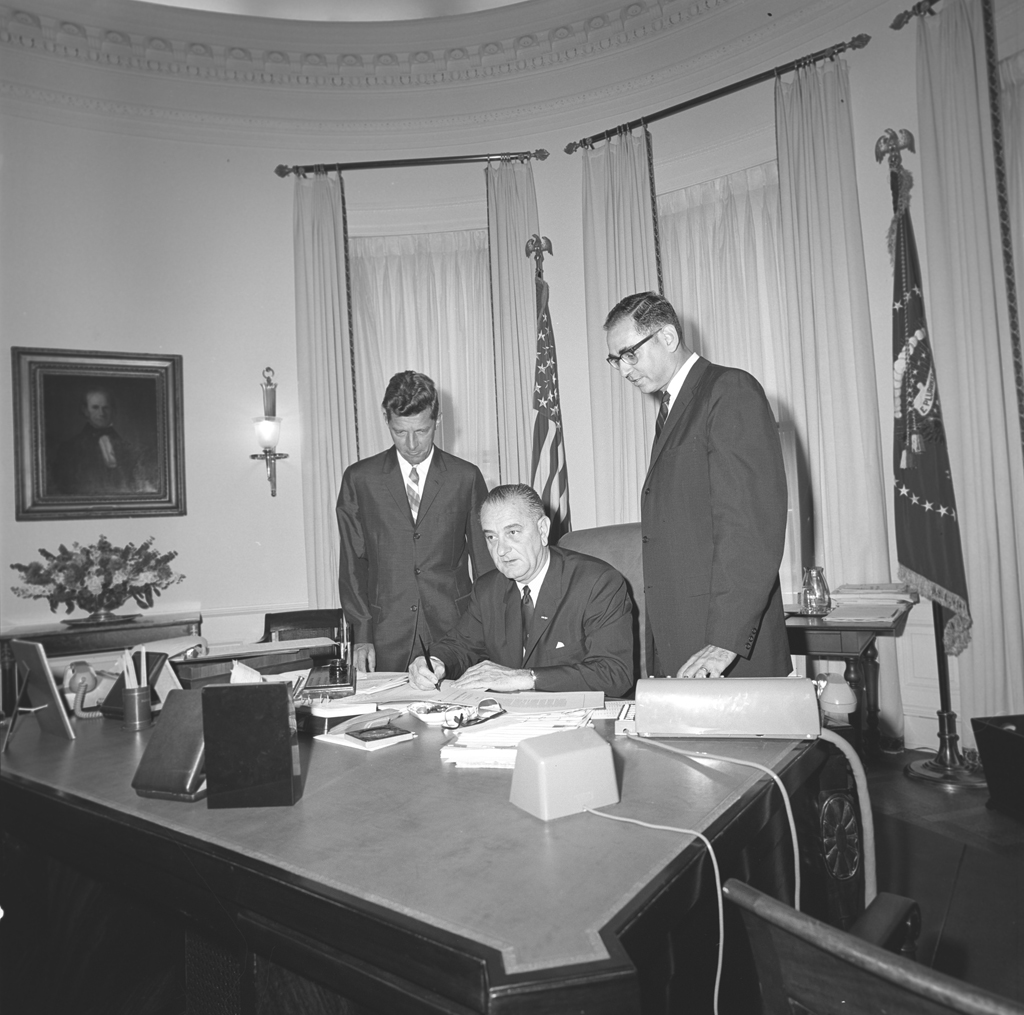 lbj oval office. File:LBJ Signs Bill In The Oval Office 1964.jpg Lbj L