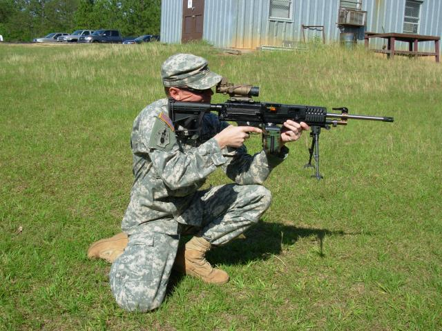 LSAT light machine gun - Wikipedia