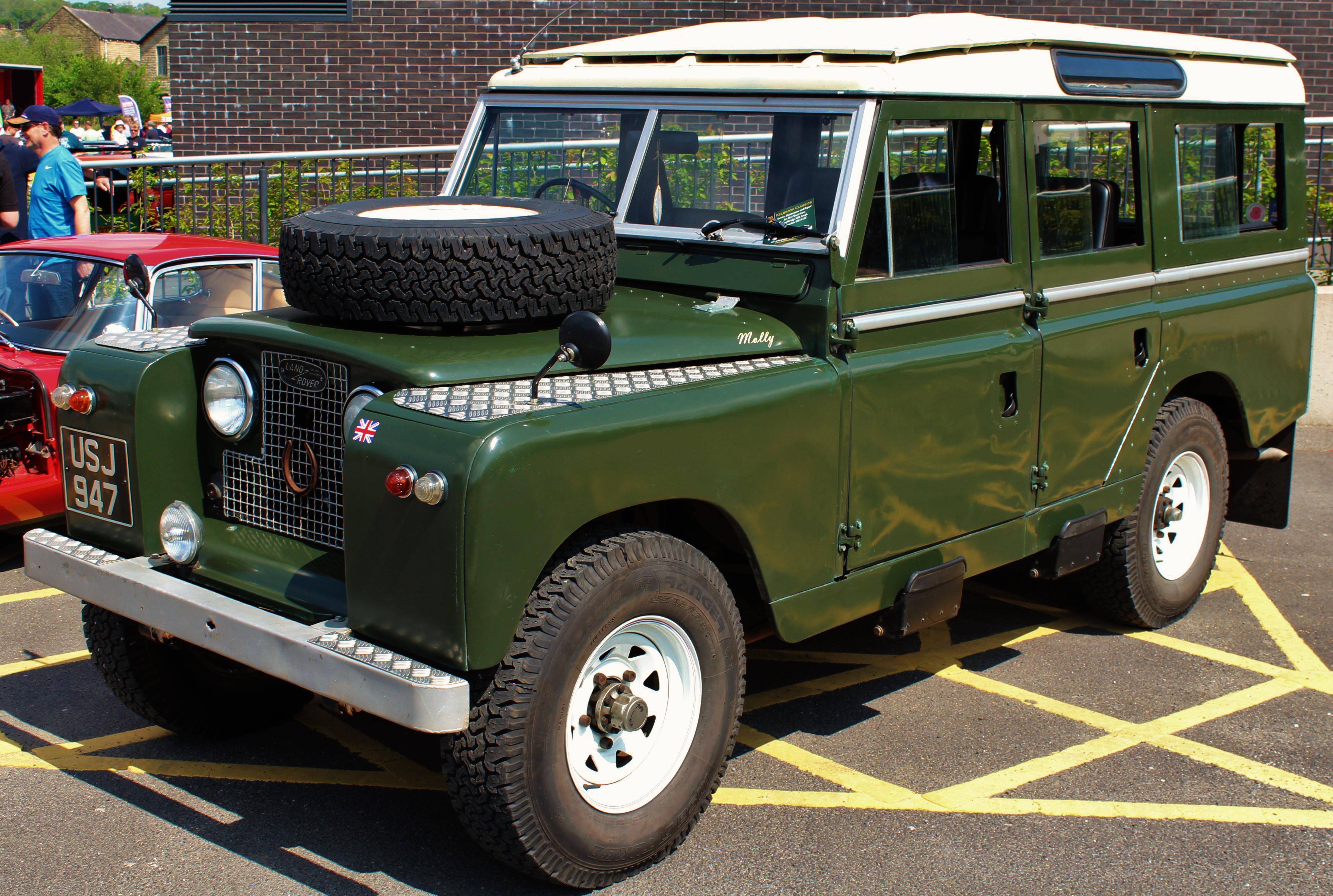 Land_Rover_Series_IIa_long_wheel_Base_(26793951814).jpg
