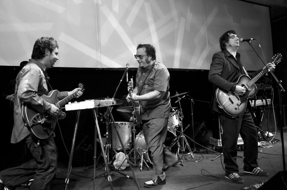 Titae (al centro) en un concierto con Los Tres en 2006.