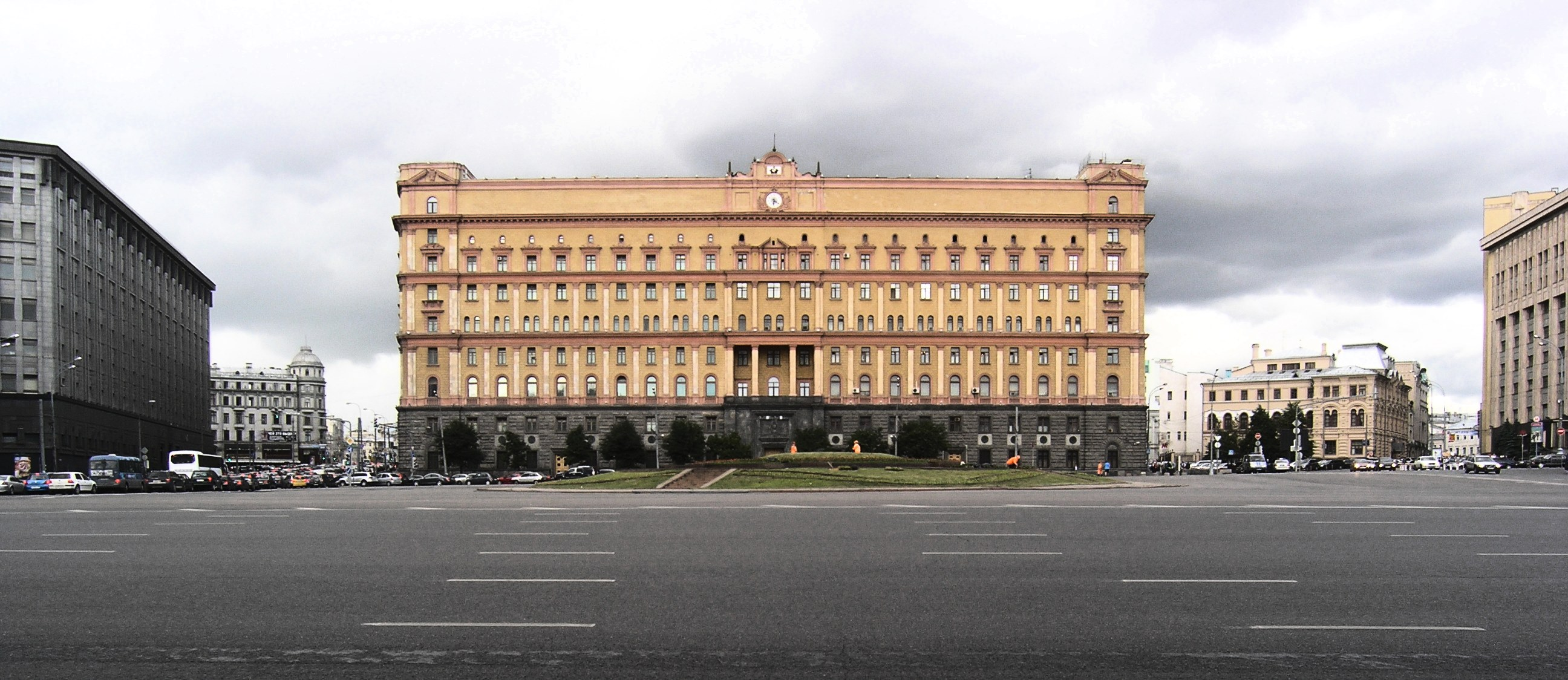 http://upload.wikimedia.org/wikipedia/commons/f/f6/Lubyanka_KGB.jpg
