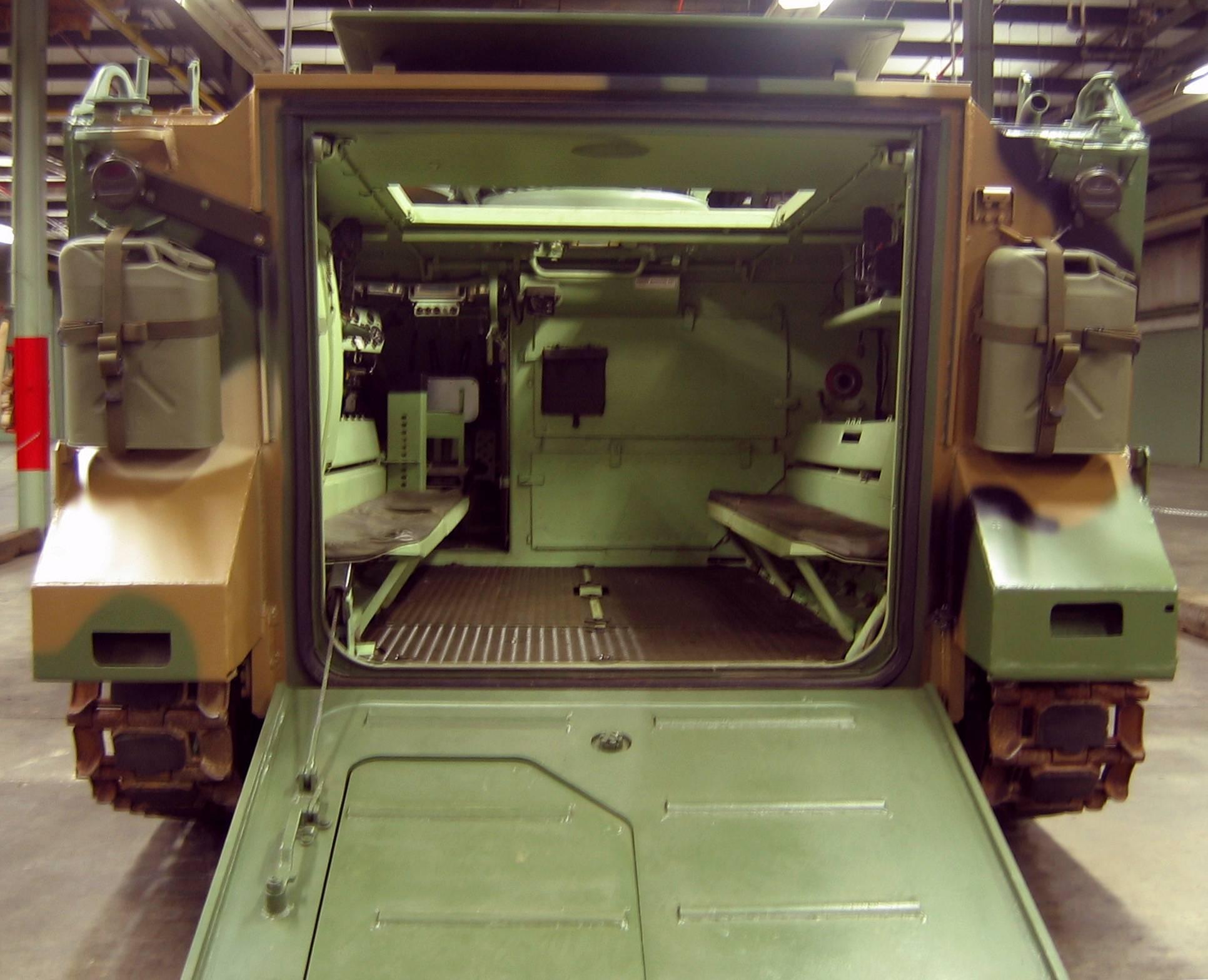 Оклопен транспортер М-113 M113_Interior