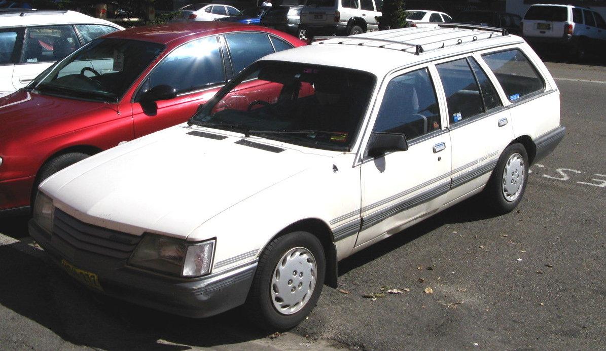 Description MHV Holden VK Commodore SL Wagon 1984-1986 01.jpg