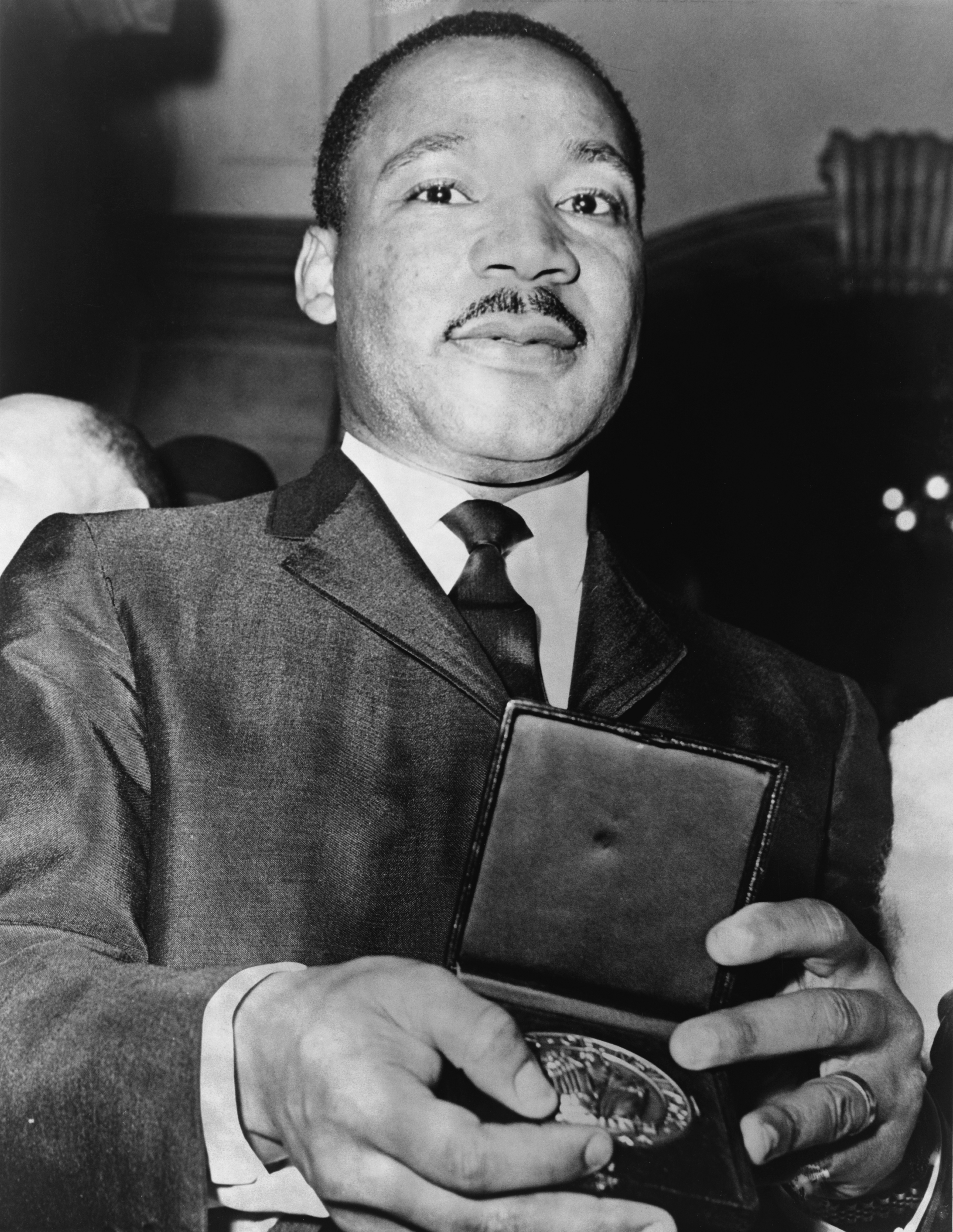 Description Martin Luther King Jr with medallion NYWTS.jpg
