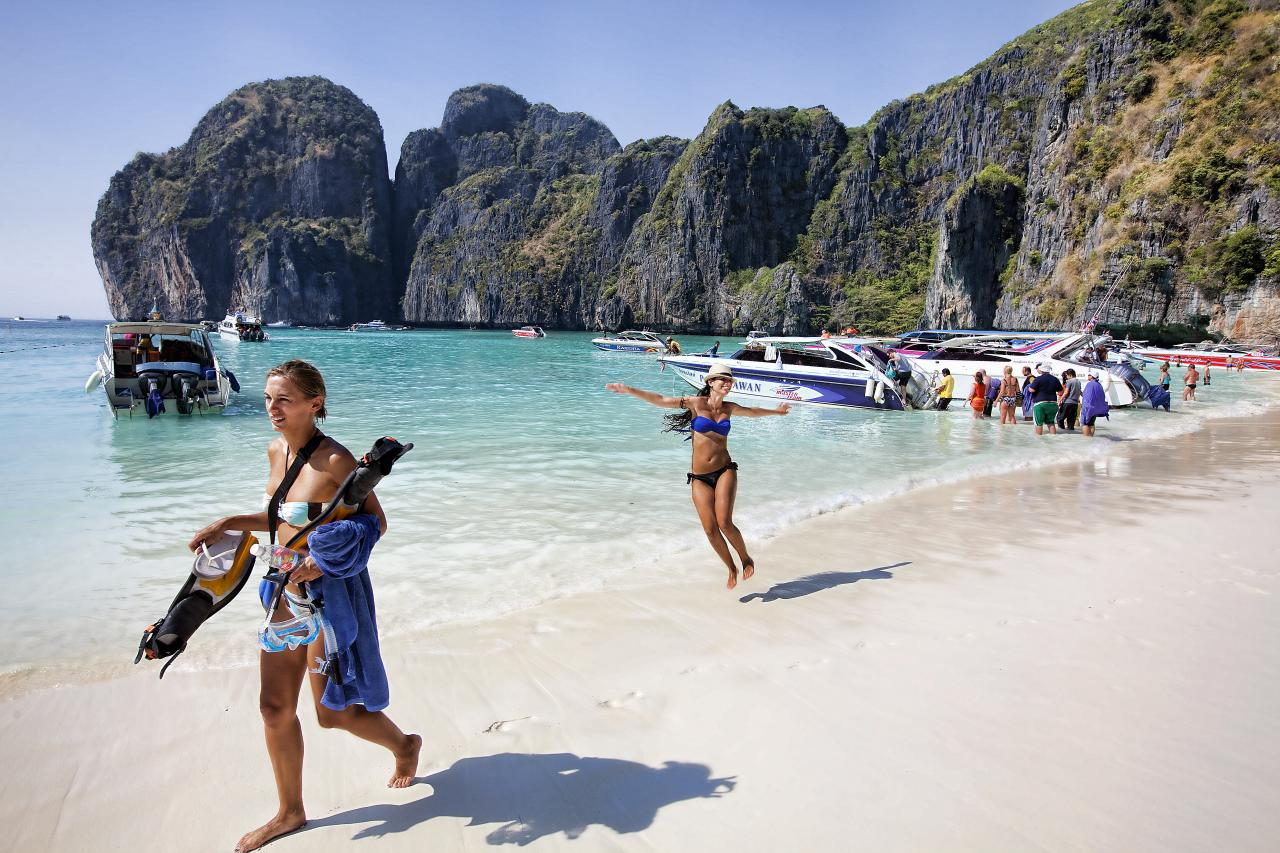 file maya beach on phi phi le the filming location for the beach