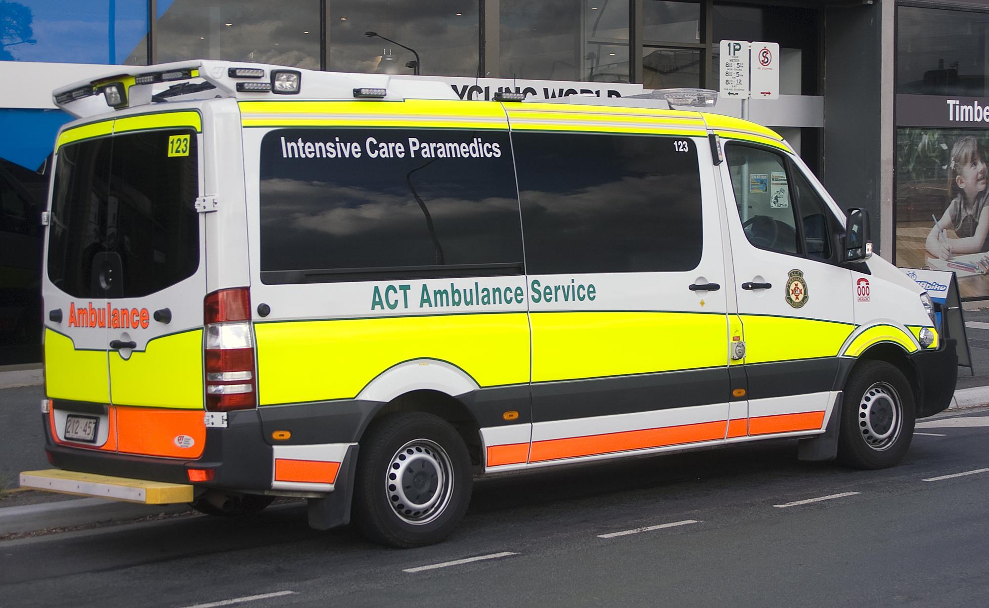 File:Mercedes-Benz Sprinter (ACT Ambulance Service - ICP) 2.jpg