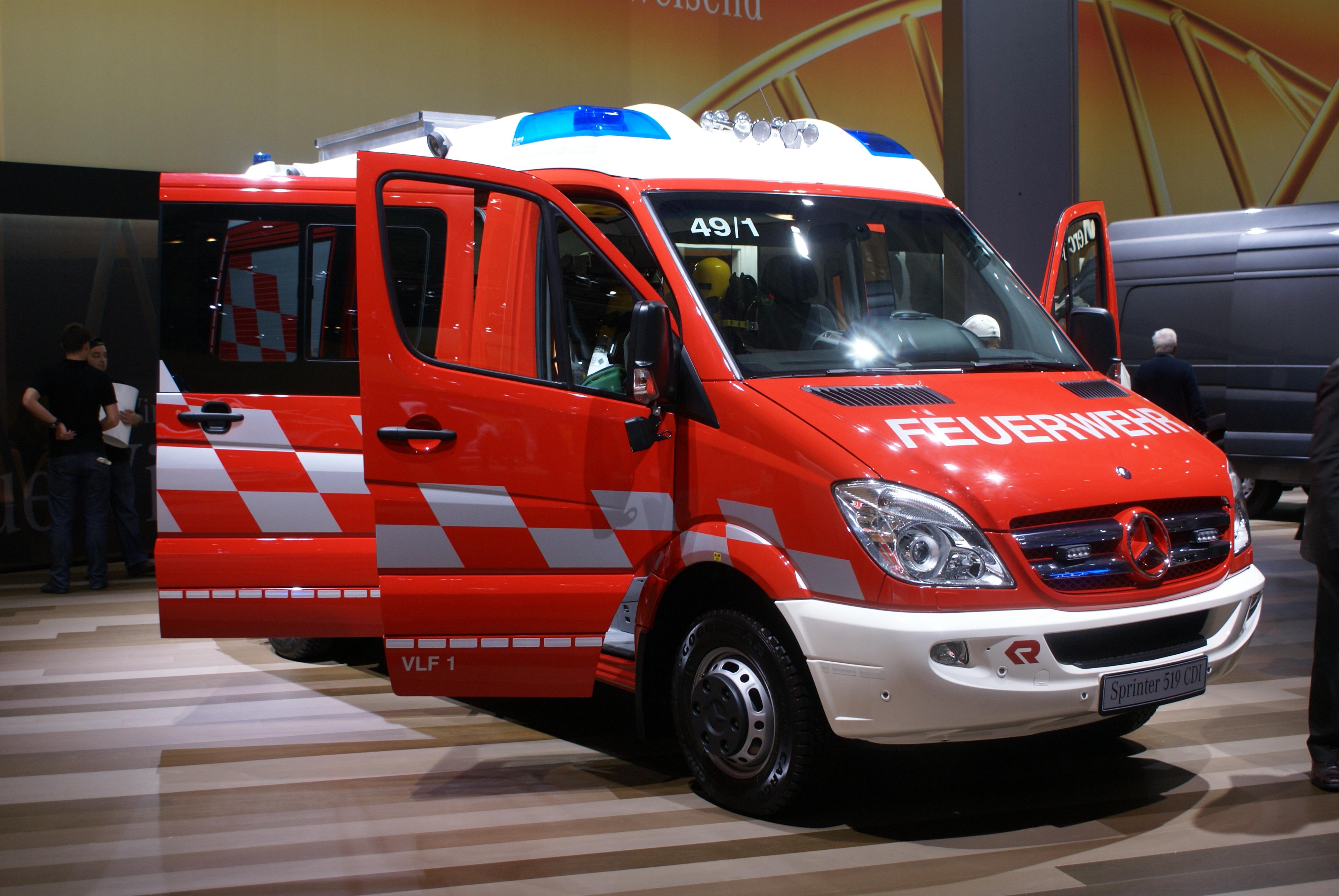 Mercedes Benz Engine History >> File:Mercedes-Benz Sprinter Feuerwehr IAA 2010.JPG ...