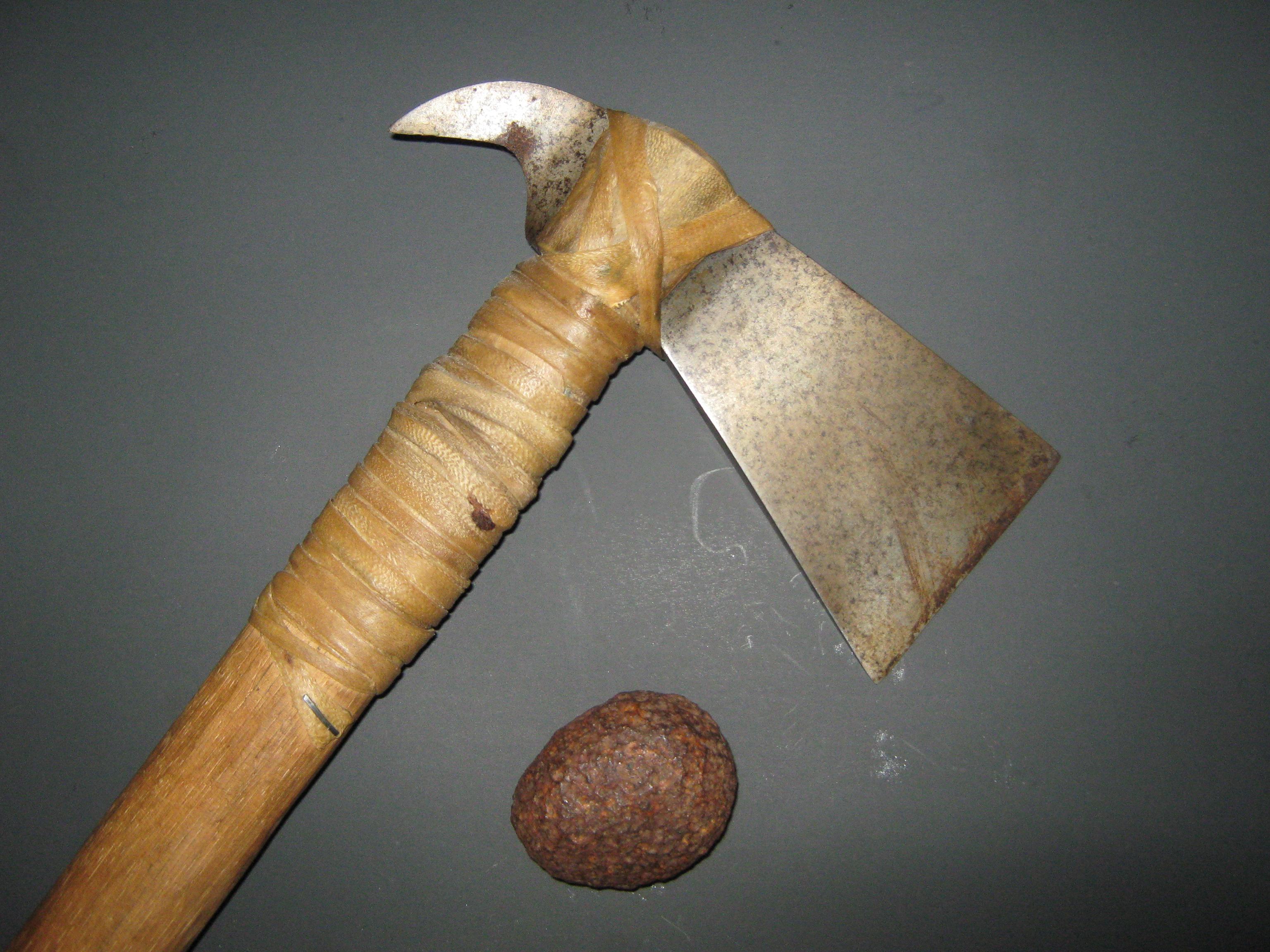 meteoriteandahatchetthatwasforgedfrommeteoriciron.