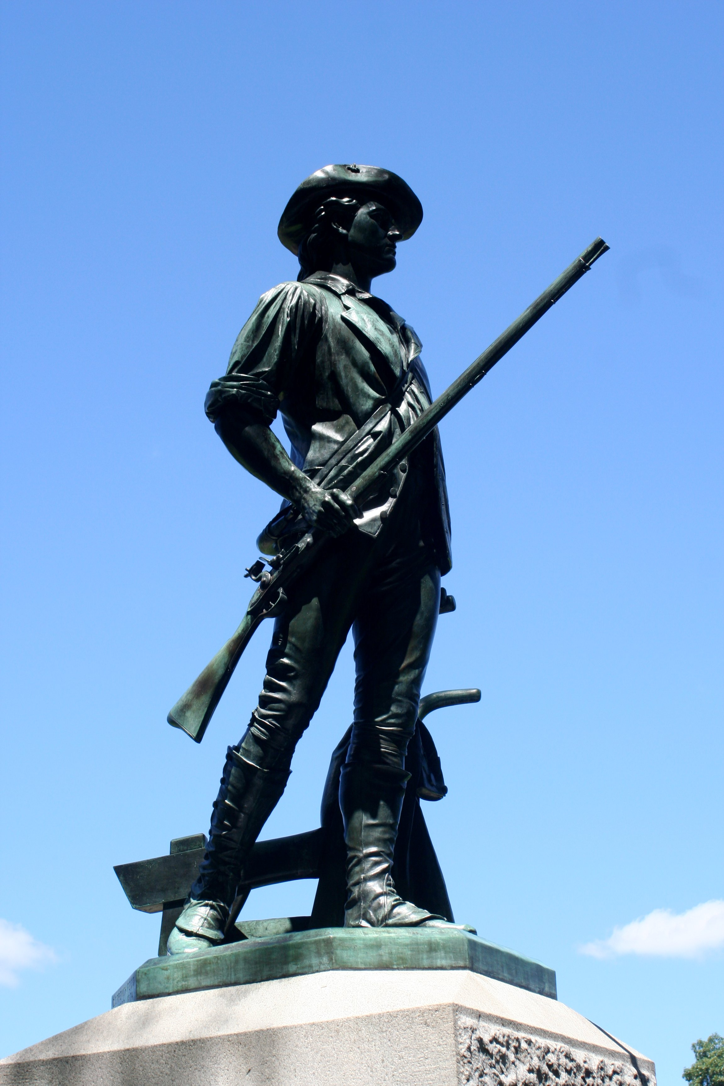 https://upload.wikimedia.org/wikipedia/commons/f/f6/Minuteman_statue_2_-_Old_North_Bridge.jpg