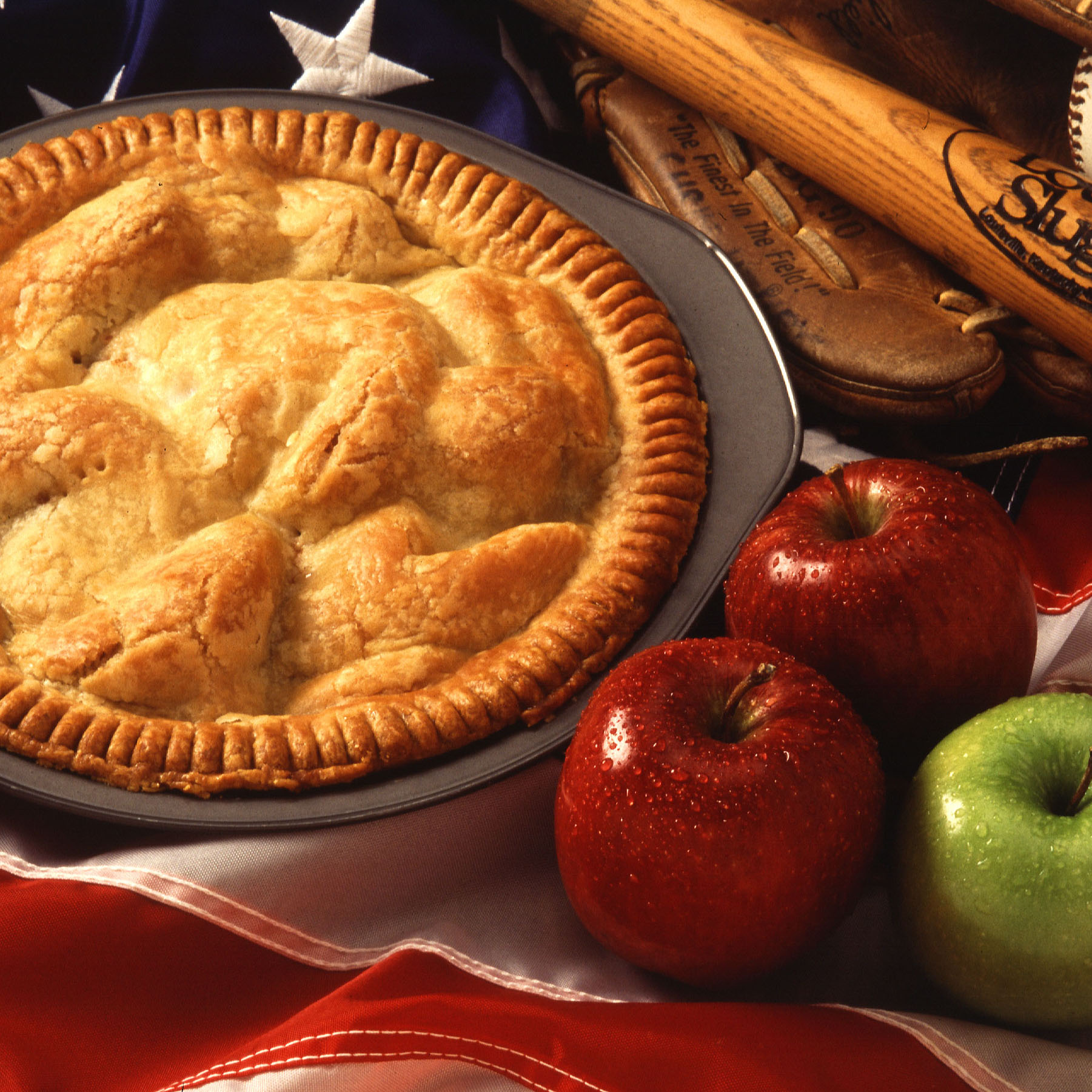 Motherhood_and_apple_pie.jpg: Scott Bauerderivative work: Gesalbte / Public domain