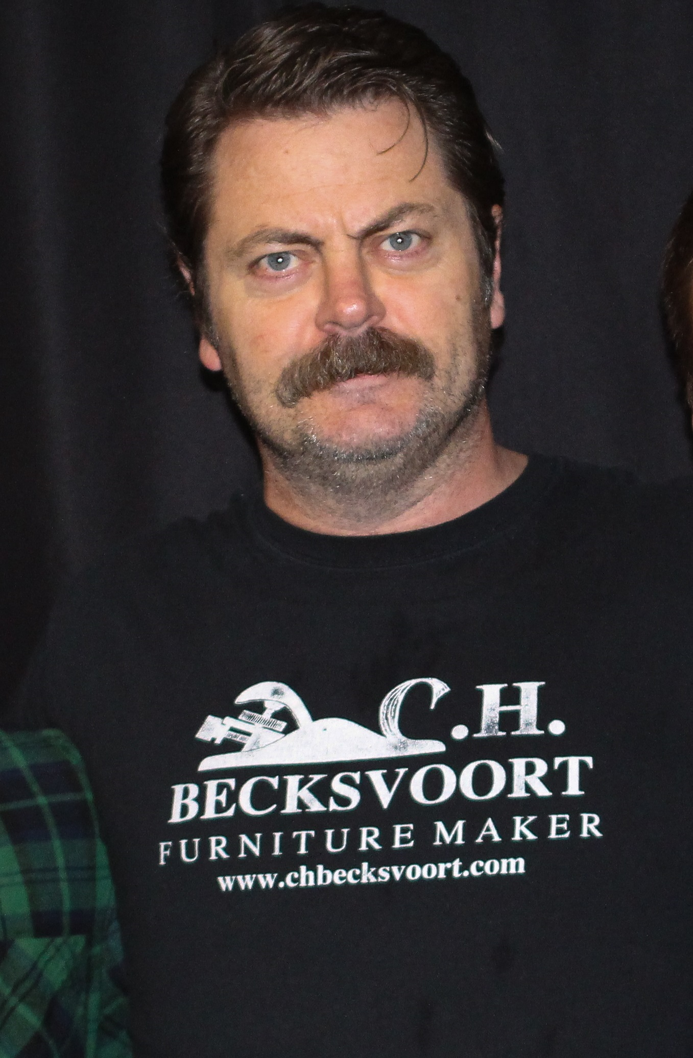 The 48-year old son of father Ric Offerman and mother Cathy Roberts, 180 cm tall Nick Offerman in 2018 photo