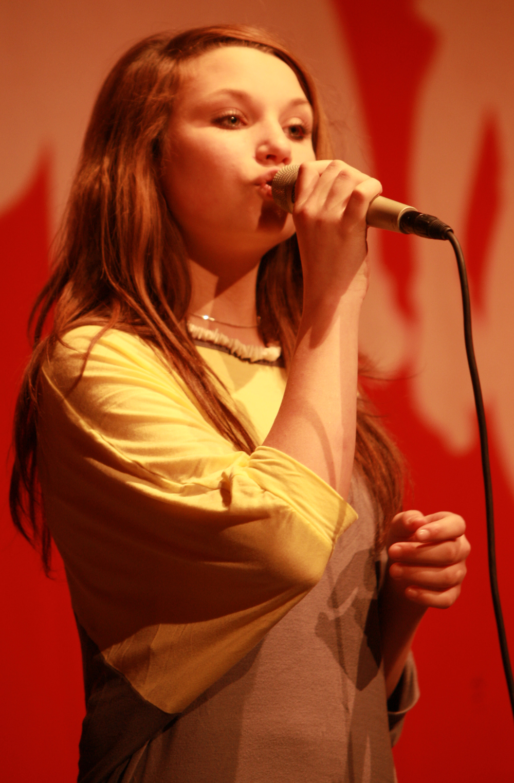 http://upload.wikimedia.org/wikipedia/commons/f/f6/Nora_Foss_Al-Jabri_2009_04_19_C.jpg