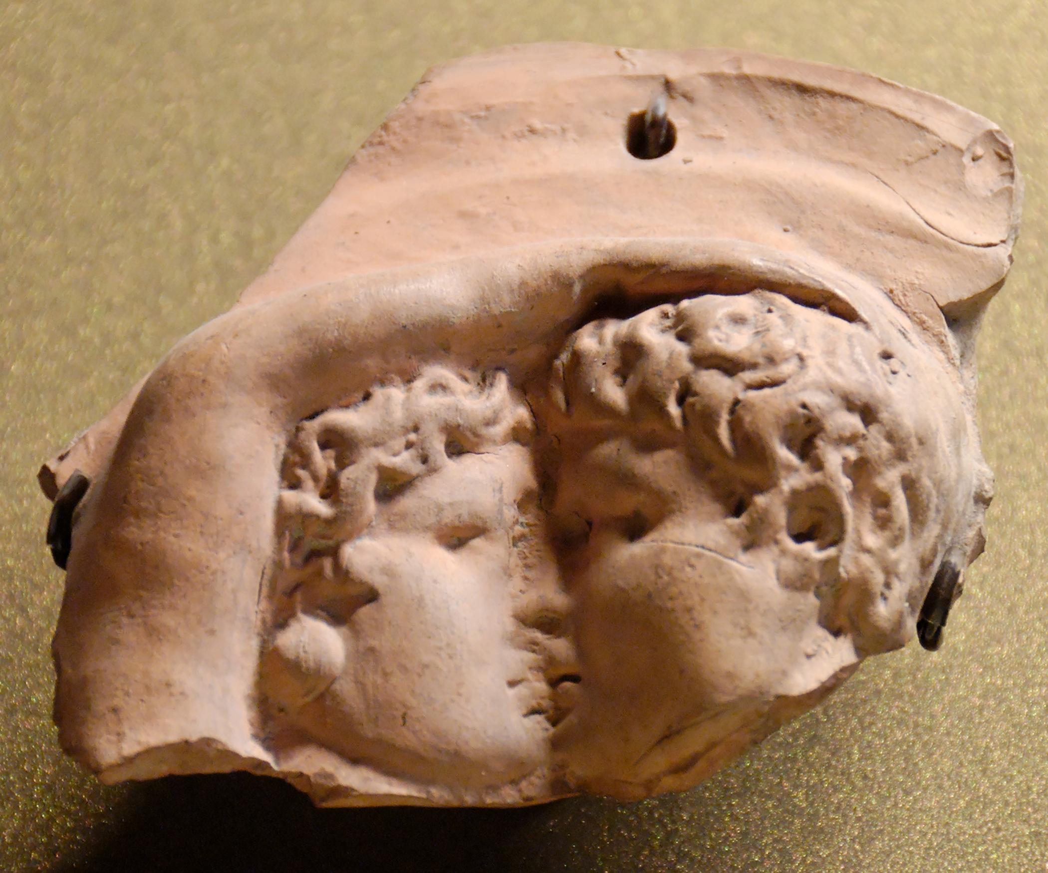 File Oscillum Kiss Louvre Tarse92a Jpg Wikimedia Commons