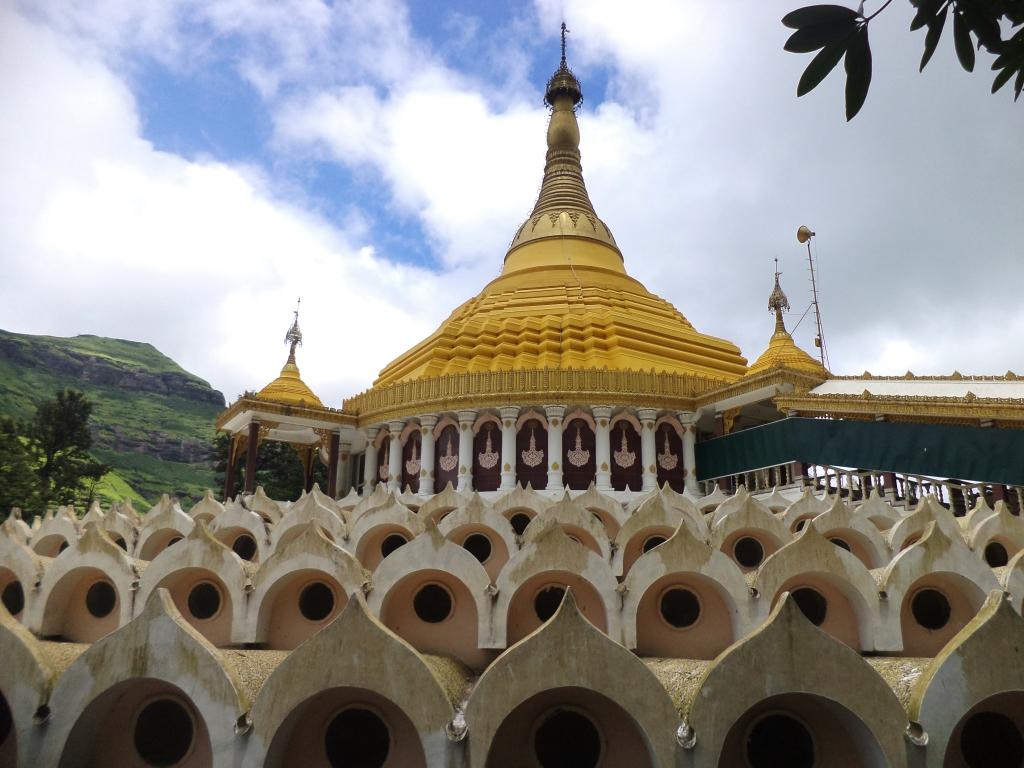 The Dhamma Giri Vipassana Centre in Igatpuri. Photo credit: Piyushshelare/Wikimedia Commons [CC Attribution-SA 3.0 Unported Licence].