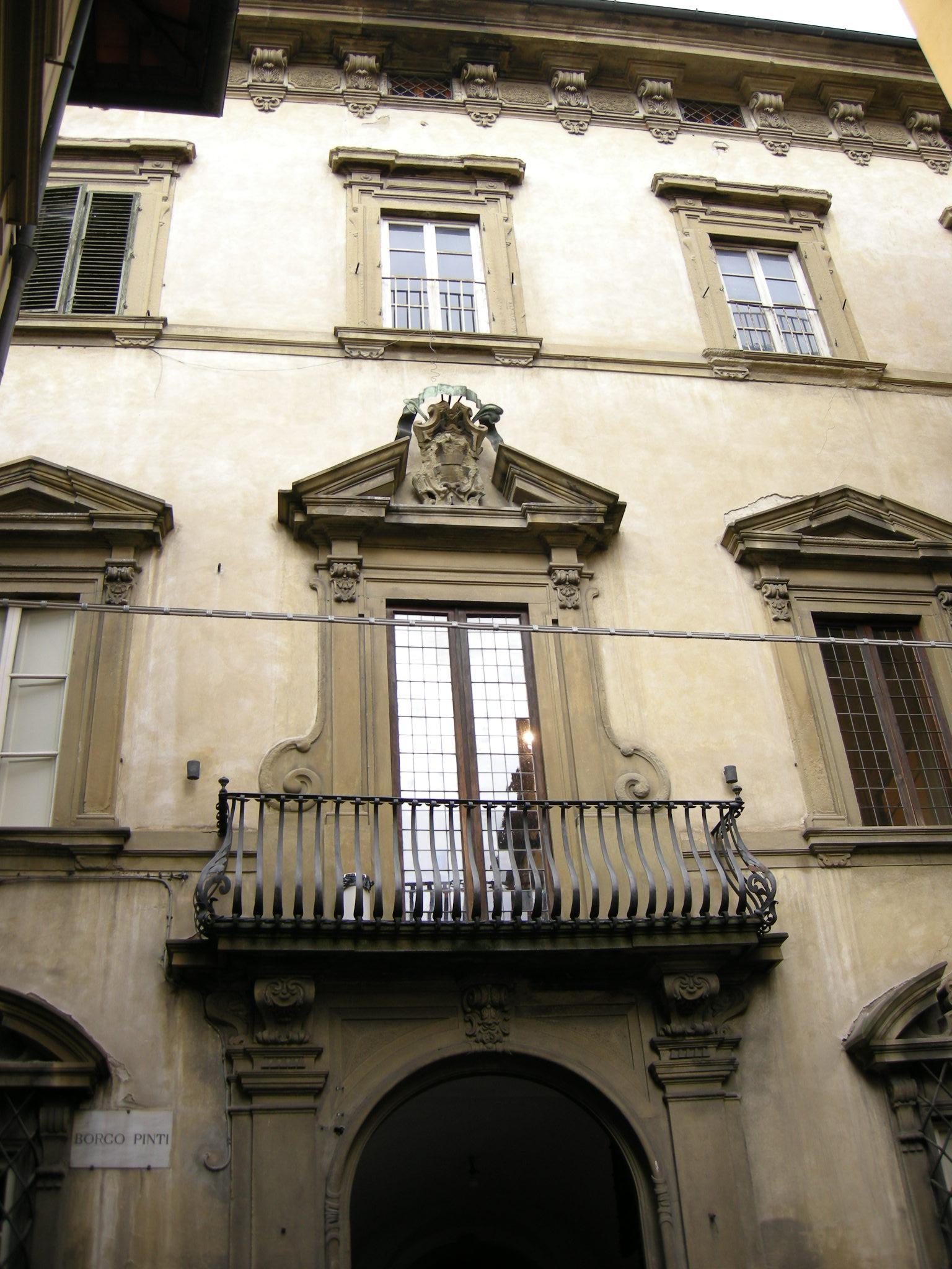 Palazzo_Roffia%2C_esterno.JPG