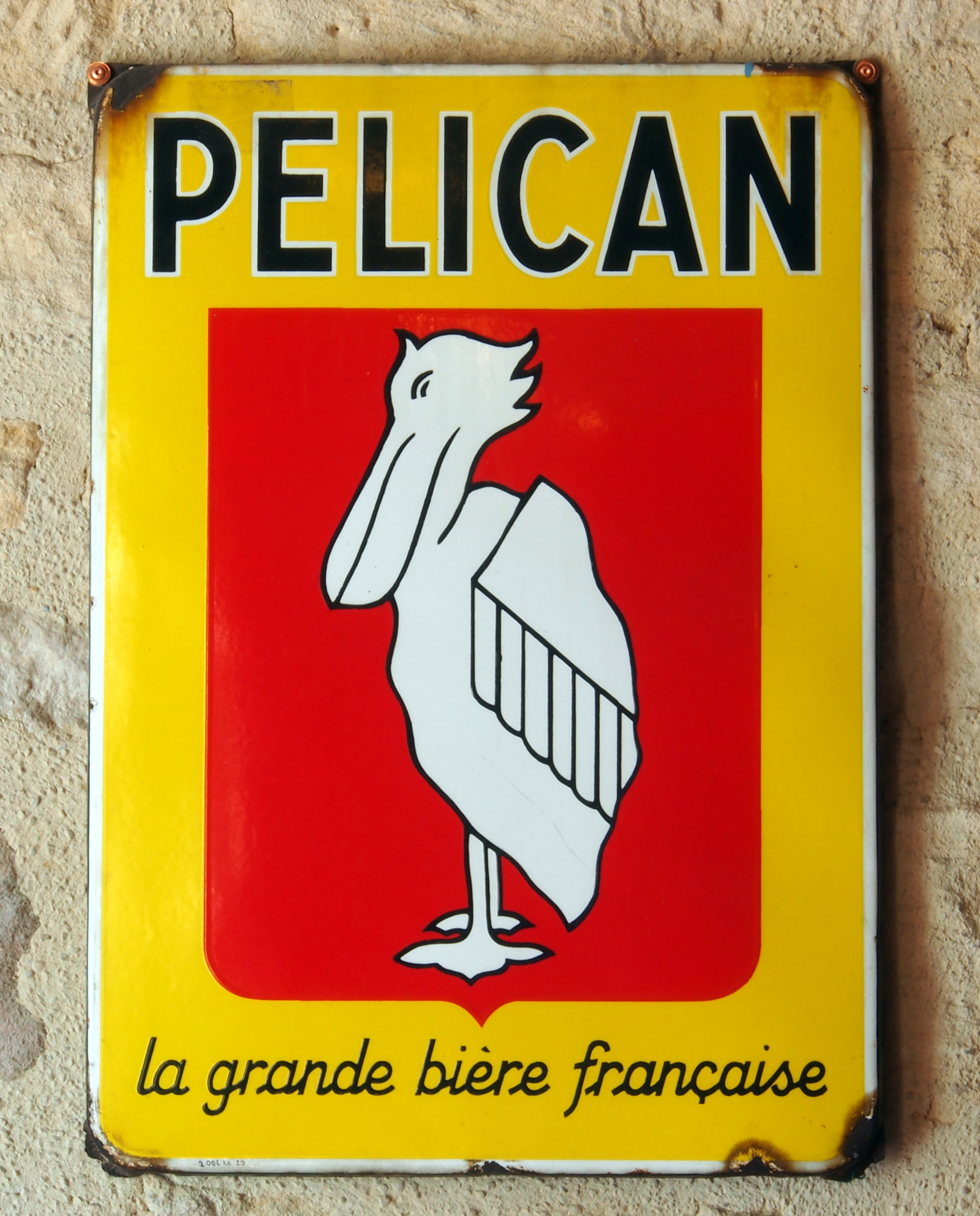https://upload.wikimedia.org/wikipedia/commons/f/f6/Pelican_-_la_grande_bi%C3%A8re_fran%C3%A7aise%2C_enamel_advert_at_the_Mus%C3%A9e_Europ%C3%A9en_de_la_Bi%C3%A8re.JPG