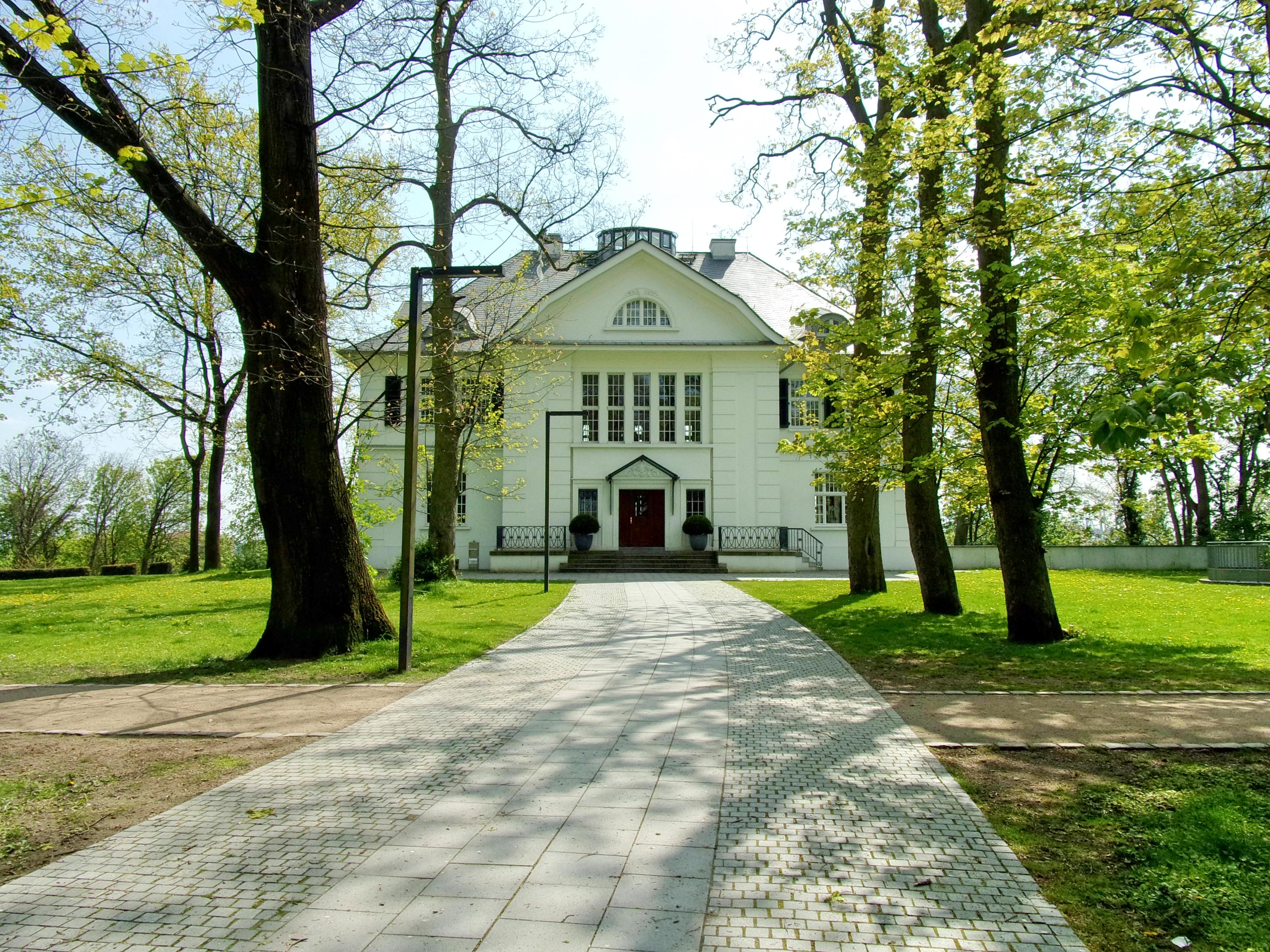 size 40 shop huge discount File:Plangesche Villa im Heine-Park mit Allee.jpg ...