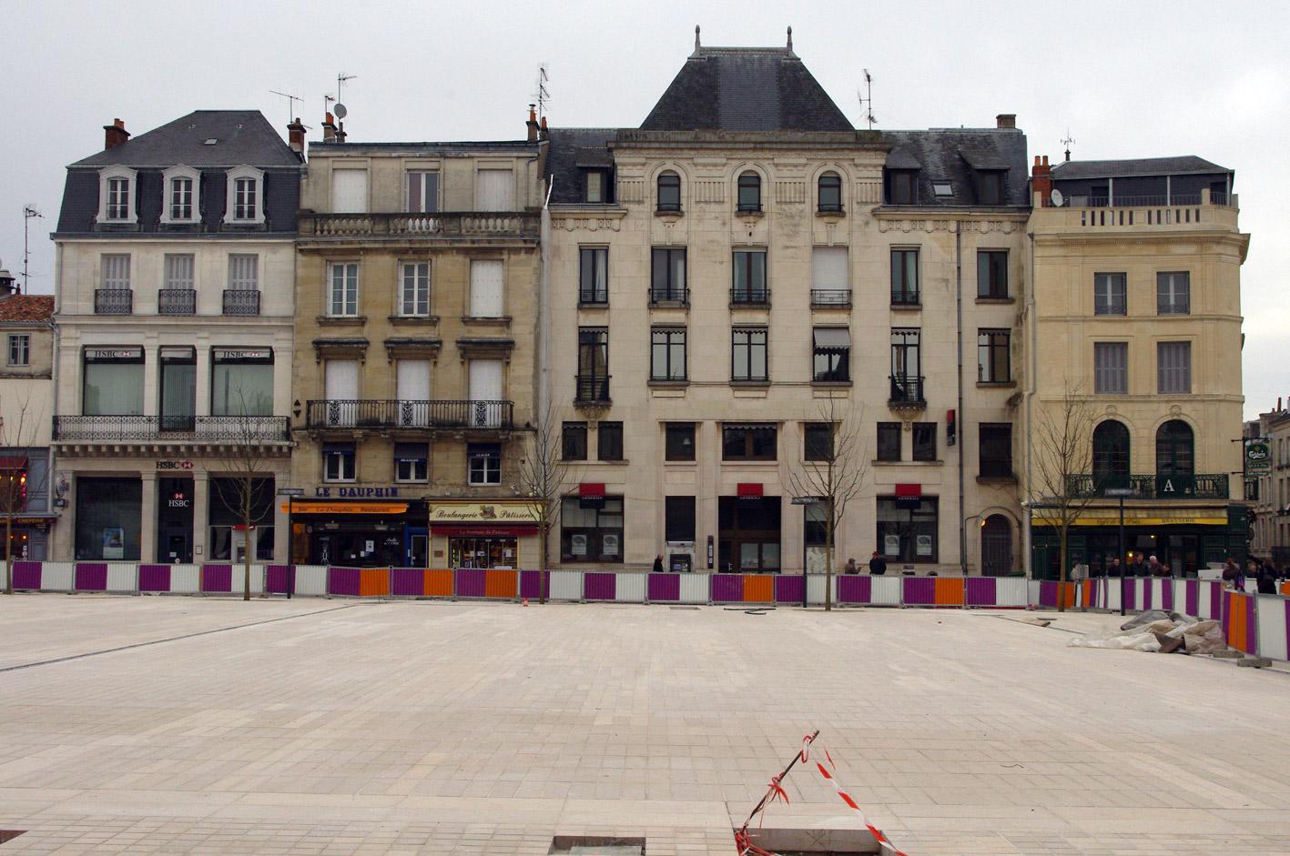 File poitiers place du mar chal leclerc c t nord durant for Leclerc poitiers