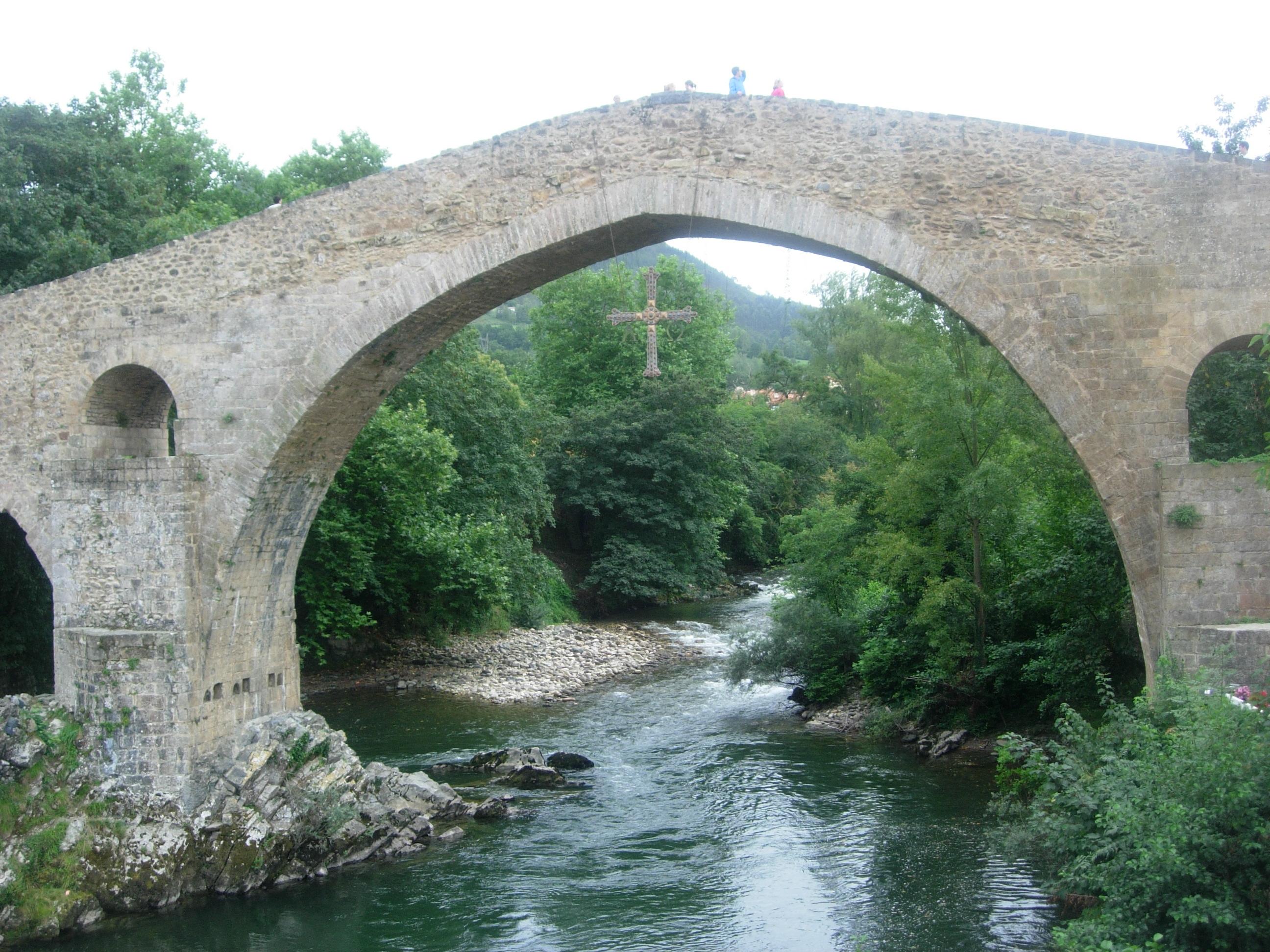 File:Puente Romano de Cangas de Onil.JPG - Wikimedia Commons