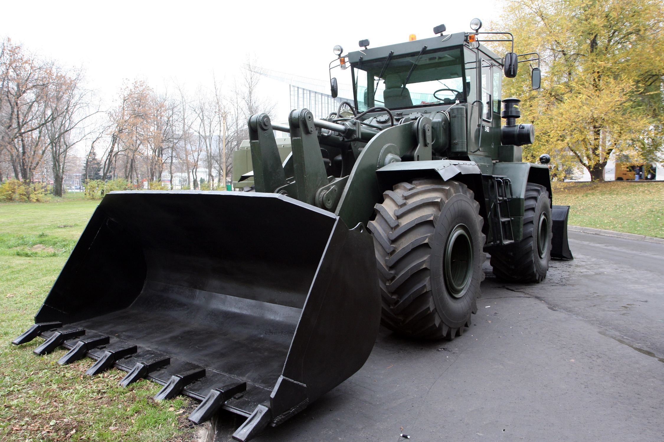 Kirovets trattori Road_bulldozer_K-702_MV-UDM-2_-_view_2