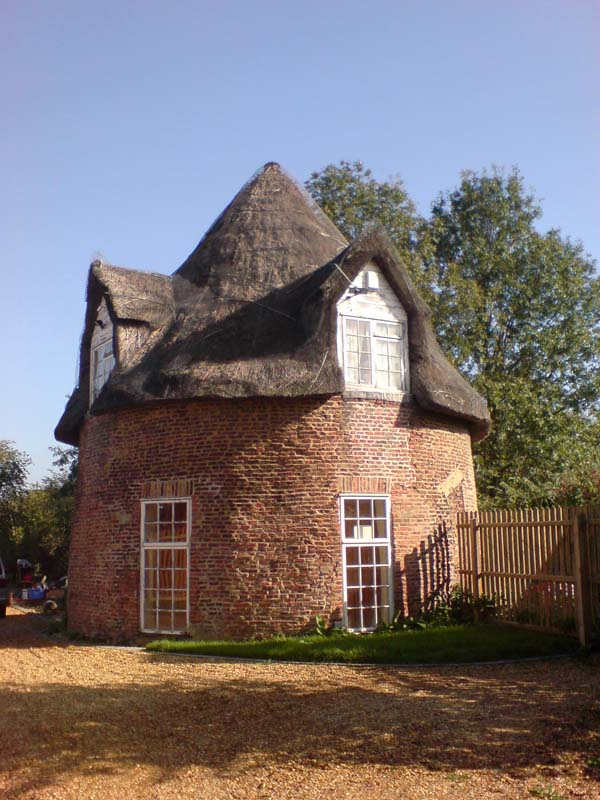 File:Round house Little Thetford 13-10-2006.jpg ...