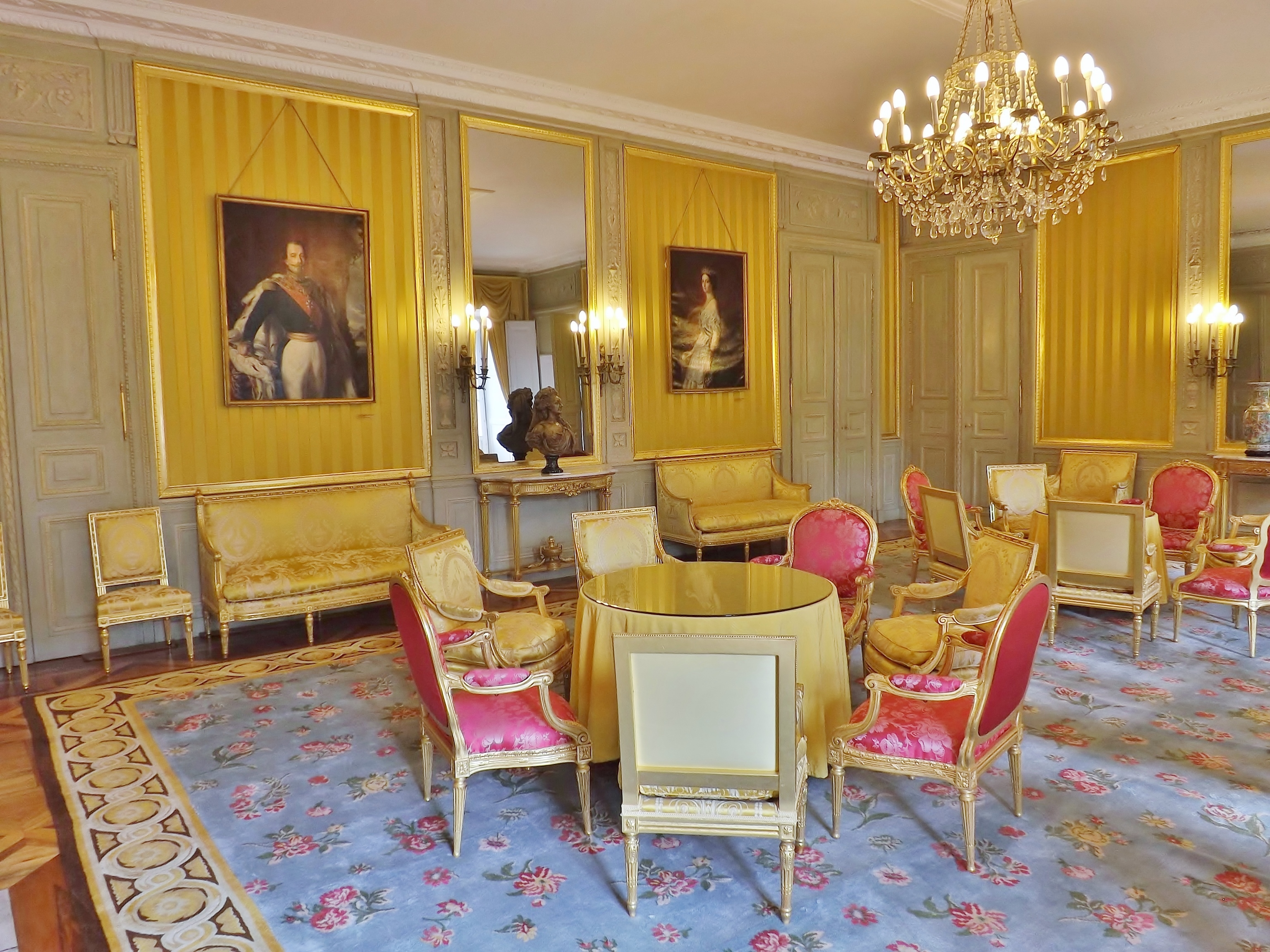 fichier salon jaune ch teau de chamb ry 2014 2 jpg wikip dia. Black Bedroom Furniture Sets. Home Design Ideas