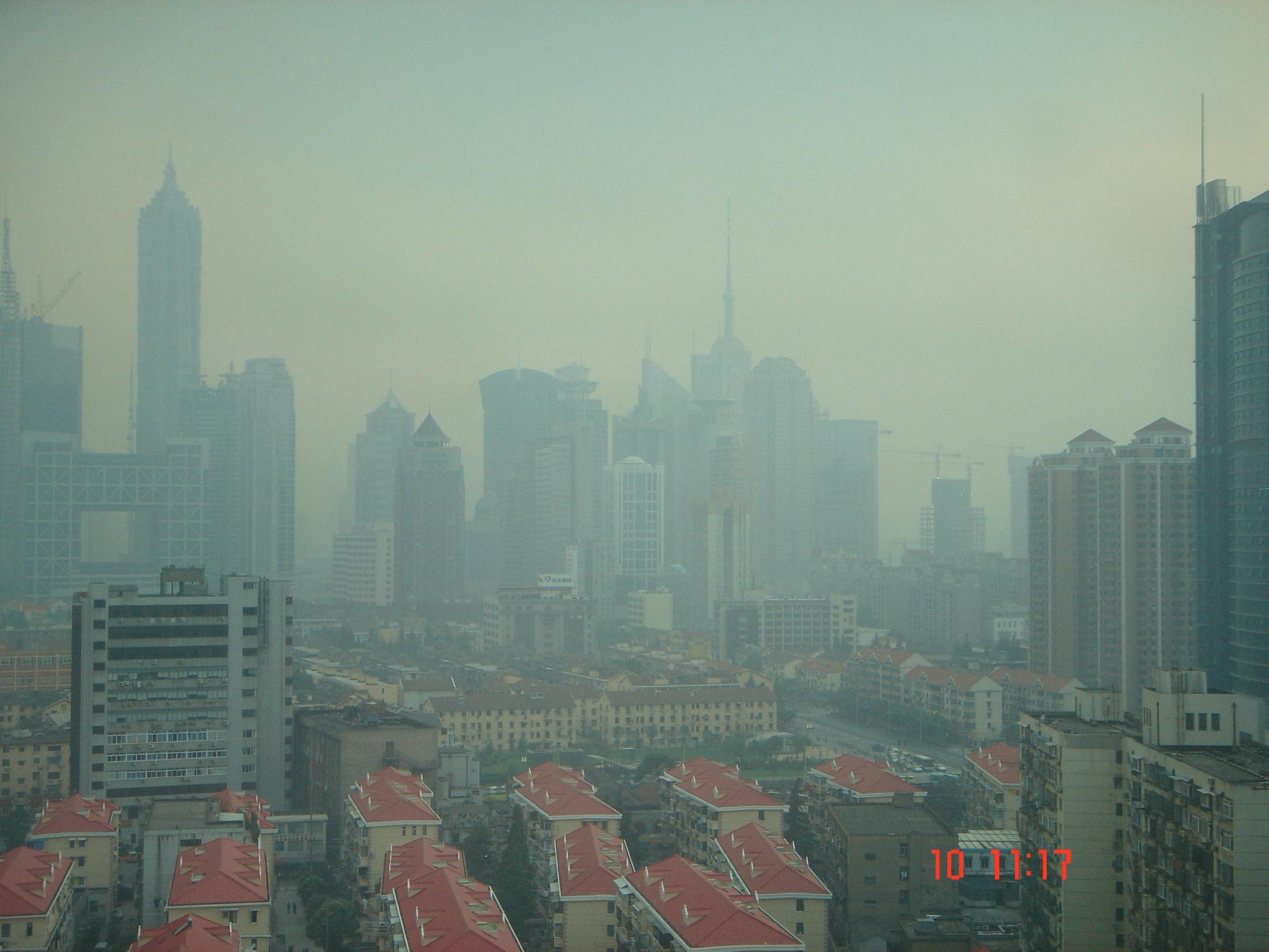 https://upload.wikimedia.org/wikipedia/commons/f/f6/Shanghai_Smog.JPG