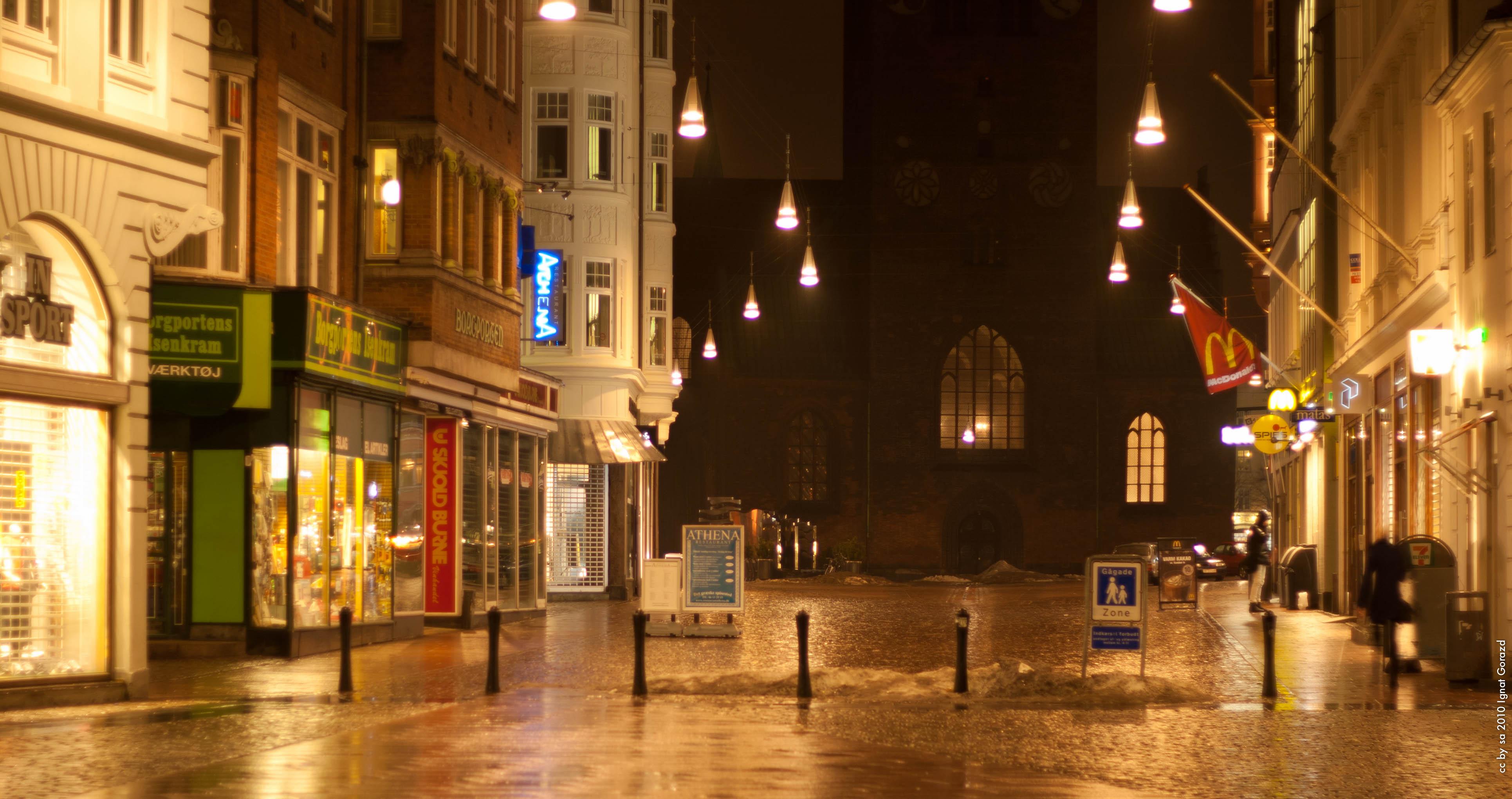 e48254c37b3e Fil Store Torv by night.jpg - Wikipedia