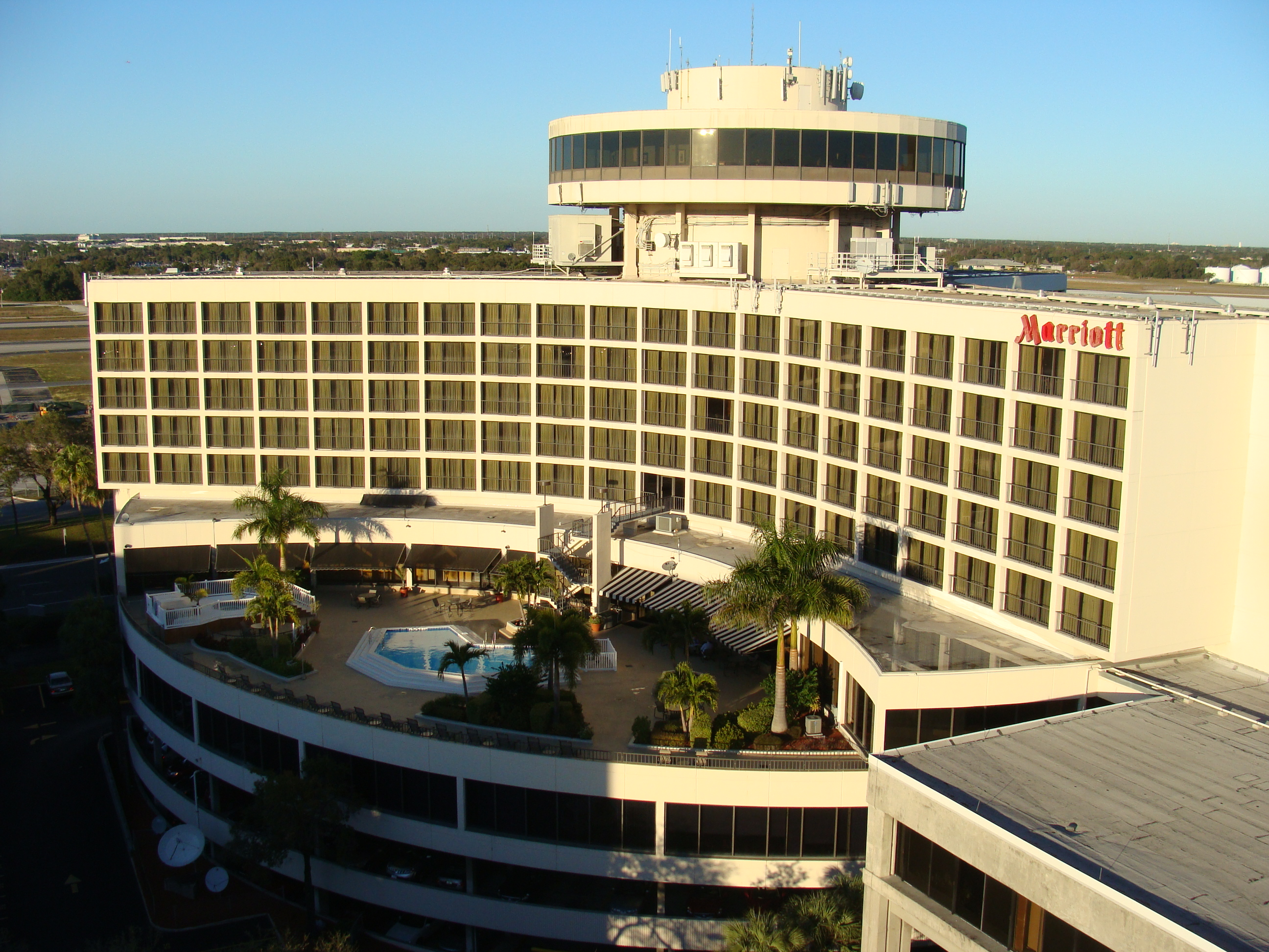 File tpa marriott jpg wikimedia commons for Garage with accommodation