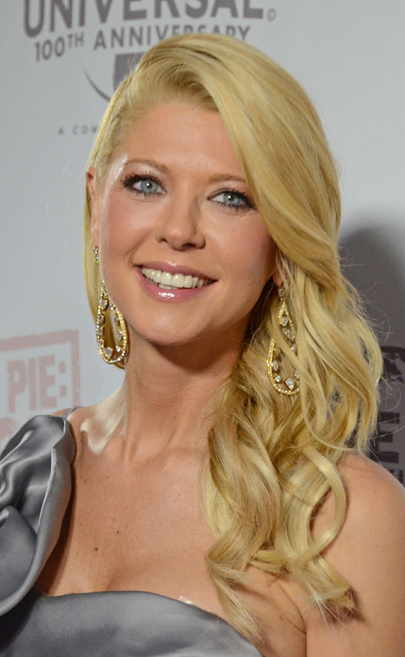The 41-year old daughter of father Tom Reid and mother Donna Reid, 165 cm tall Tara Reid in 2017 photo