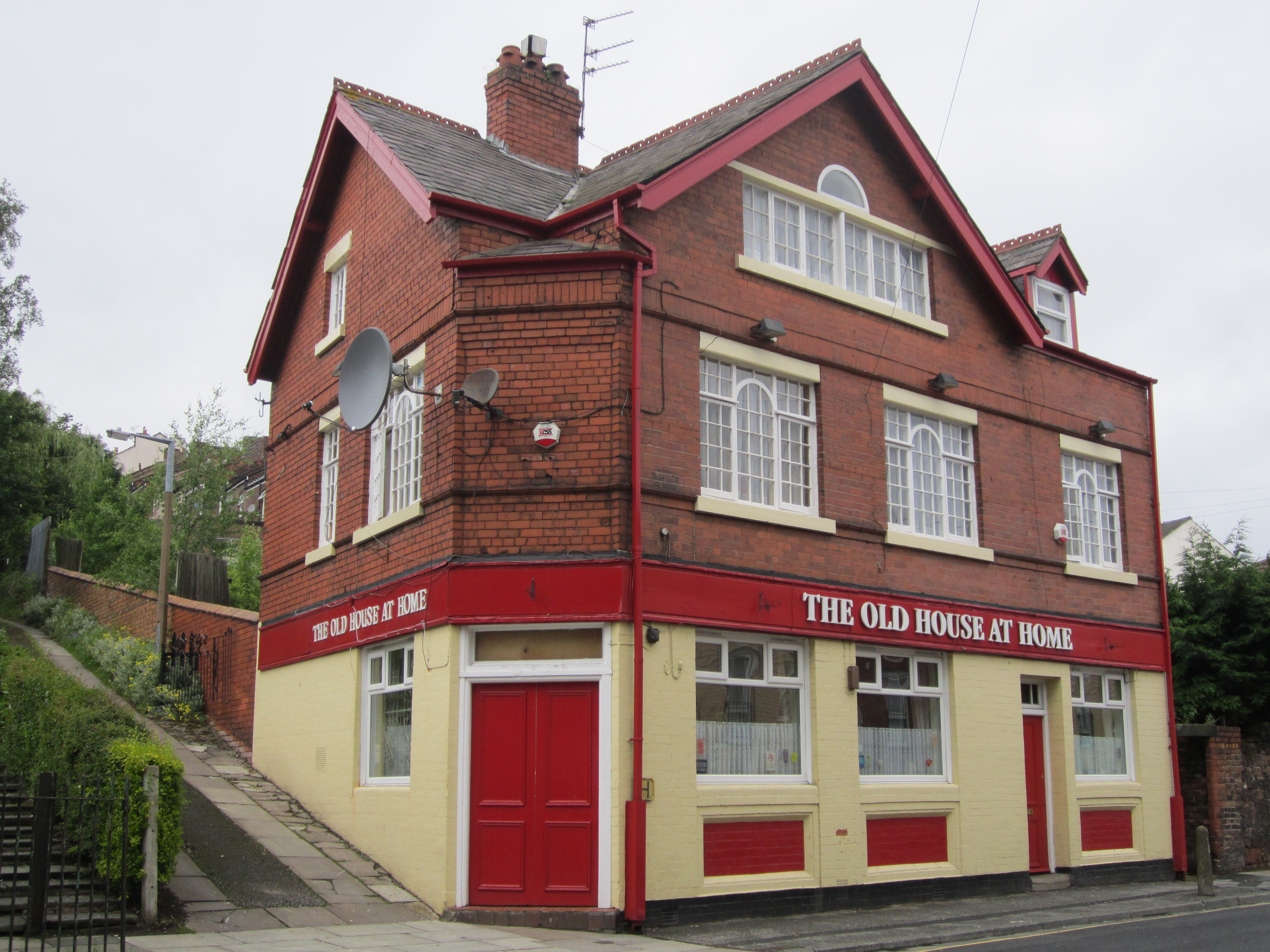File:The Old House At Home Pub, Birkenhead