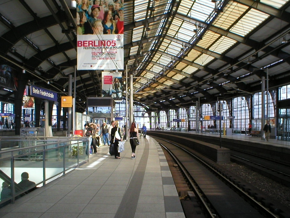 bahnhof berlin friedrichstrasse wikipedia. Black Bedroom Furniture Sets. Home Design Ideas