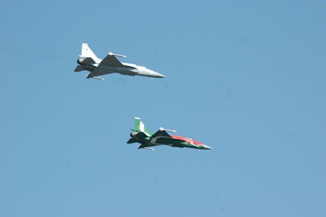 Armée argentine/Fuerzas Armadas de la Republica Argentina - Page 11 Two_JF-17_Thunders