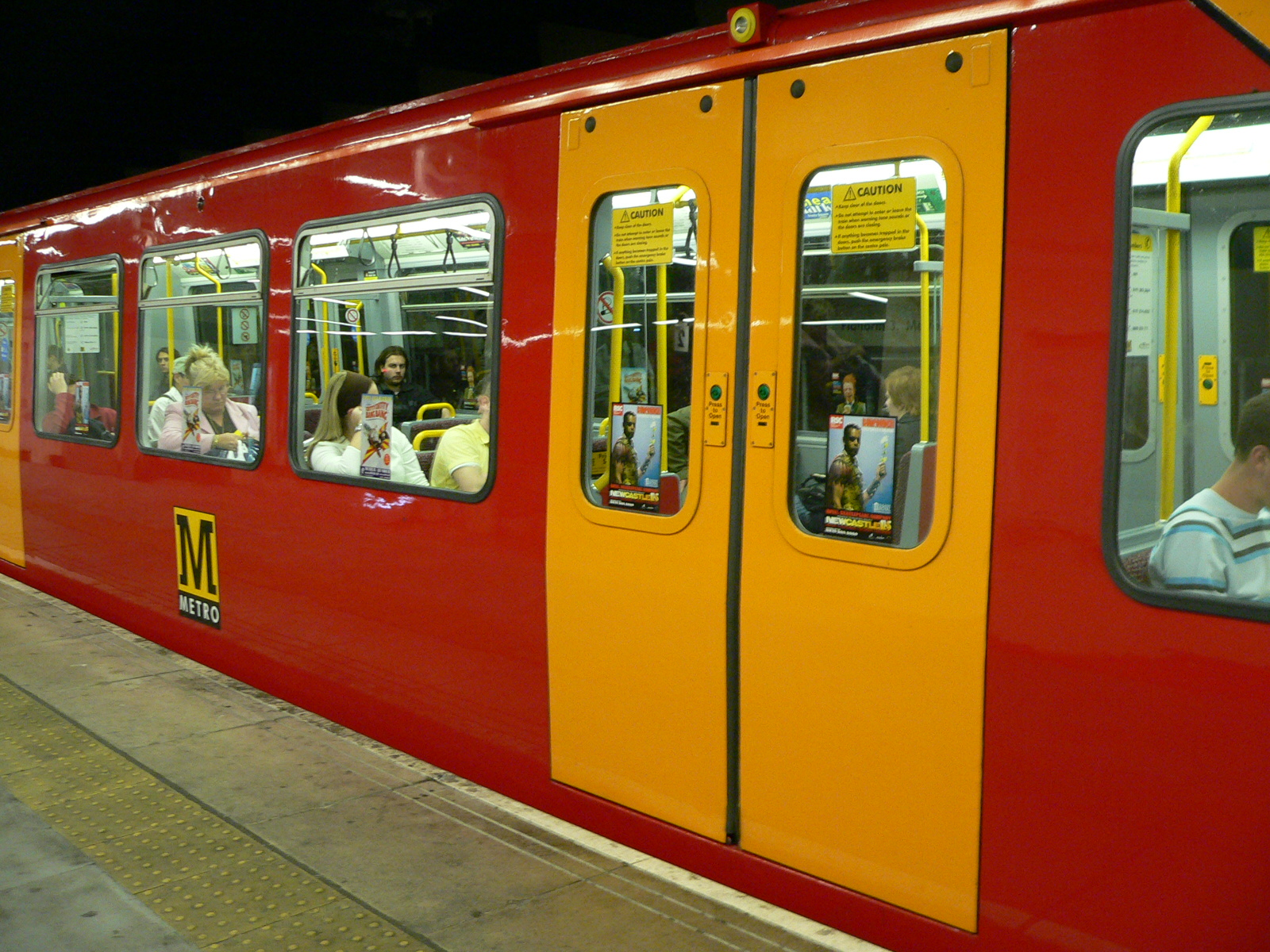 FileTyne and Wear Metro train 4085 at Sunderland.jpg : metro doors - Pezcame.Com