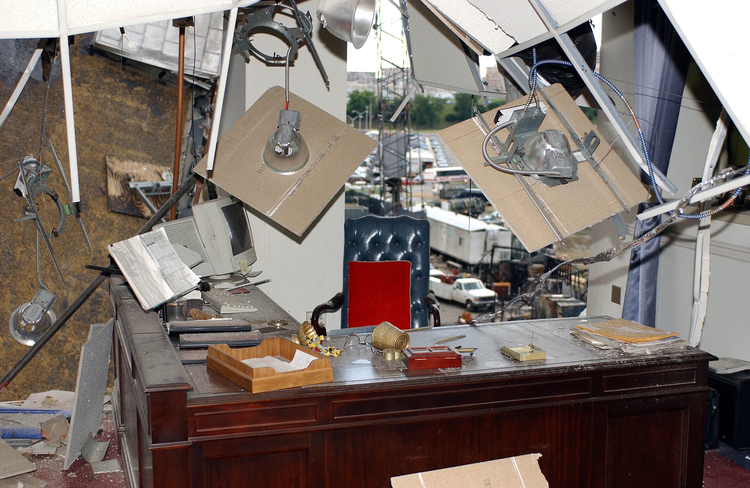 File:US Navy 010914-F-4692S-014 Damaged office inside the ...