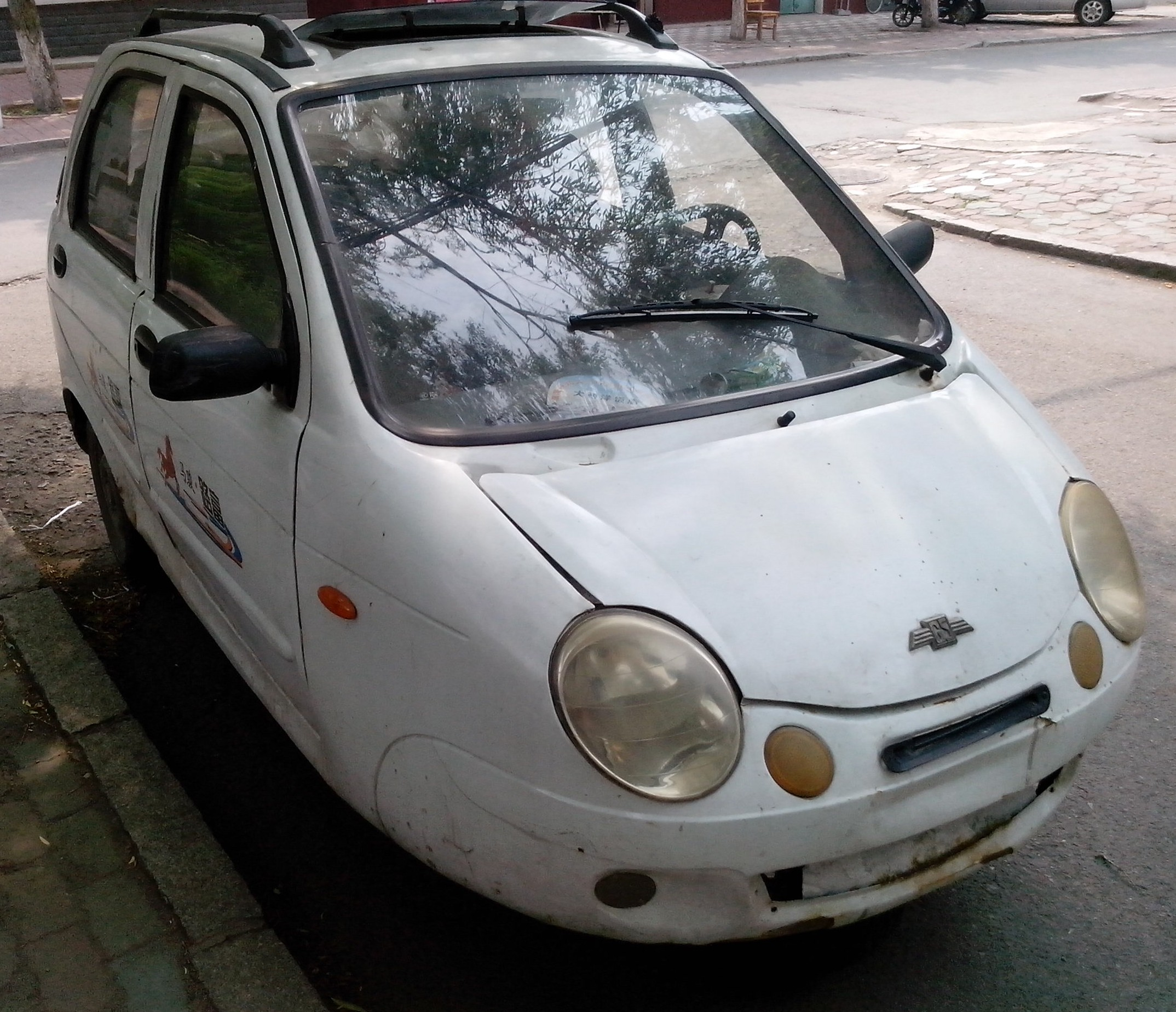 File:Unnamed three-wheeler in China, its styling copied from Chevy