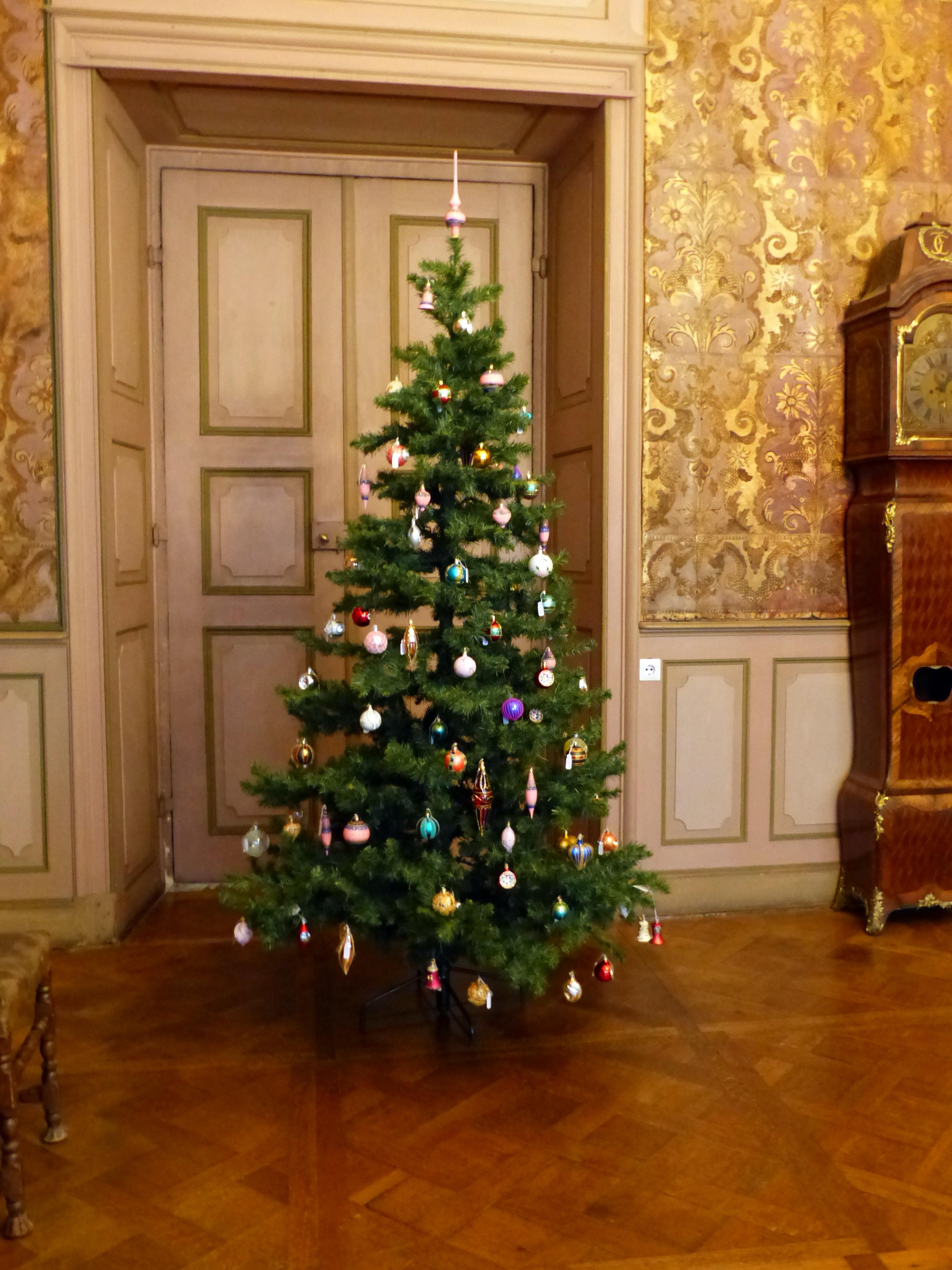 file weihnachtsbaum im schloss moritzburg jpg wikimedia. Black Bedroom Furniture Sets. Home Design Ideas