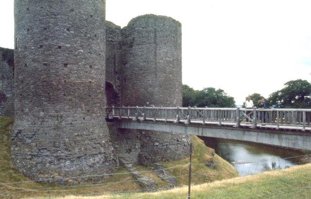 File:White Castle, 1976 - geograph.org.uk - 1494267.jpg