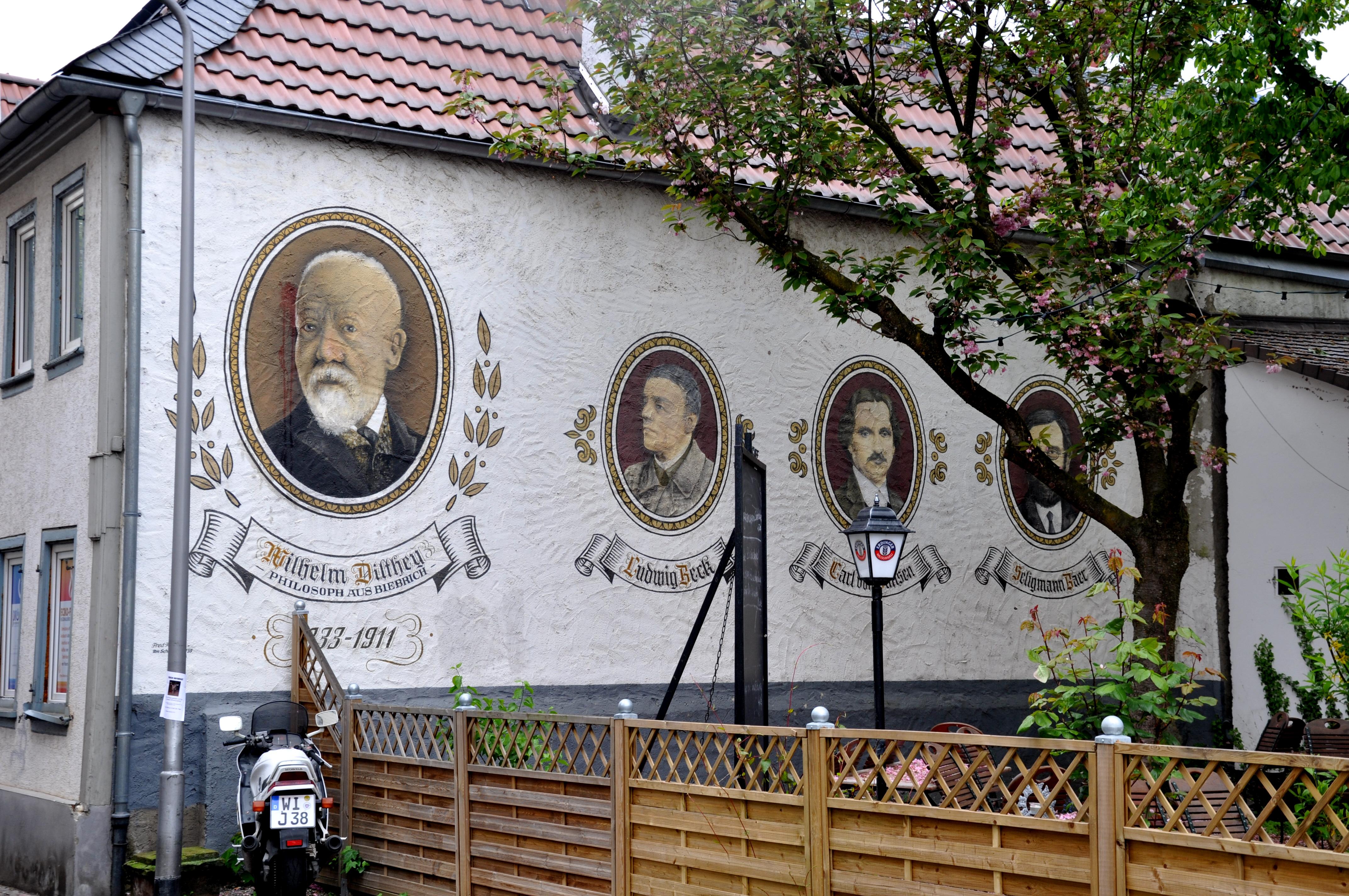 File Wiesbaden Biebrich Wandmalerei bei Dilthey Haus