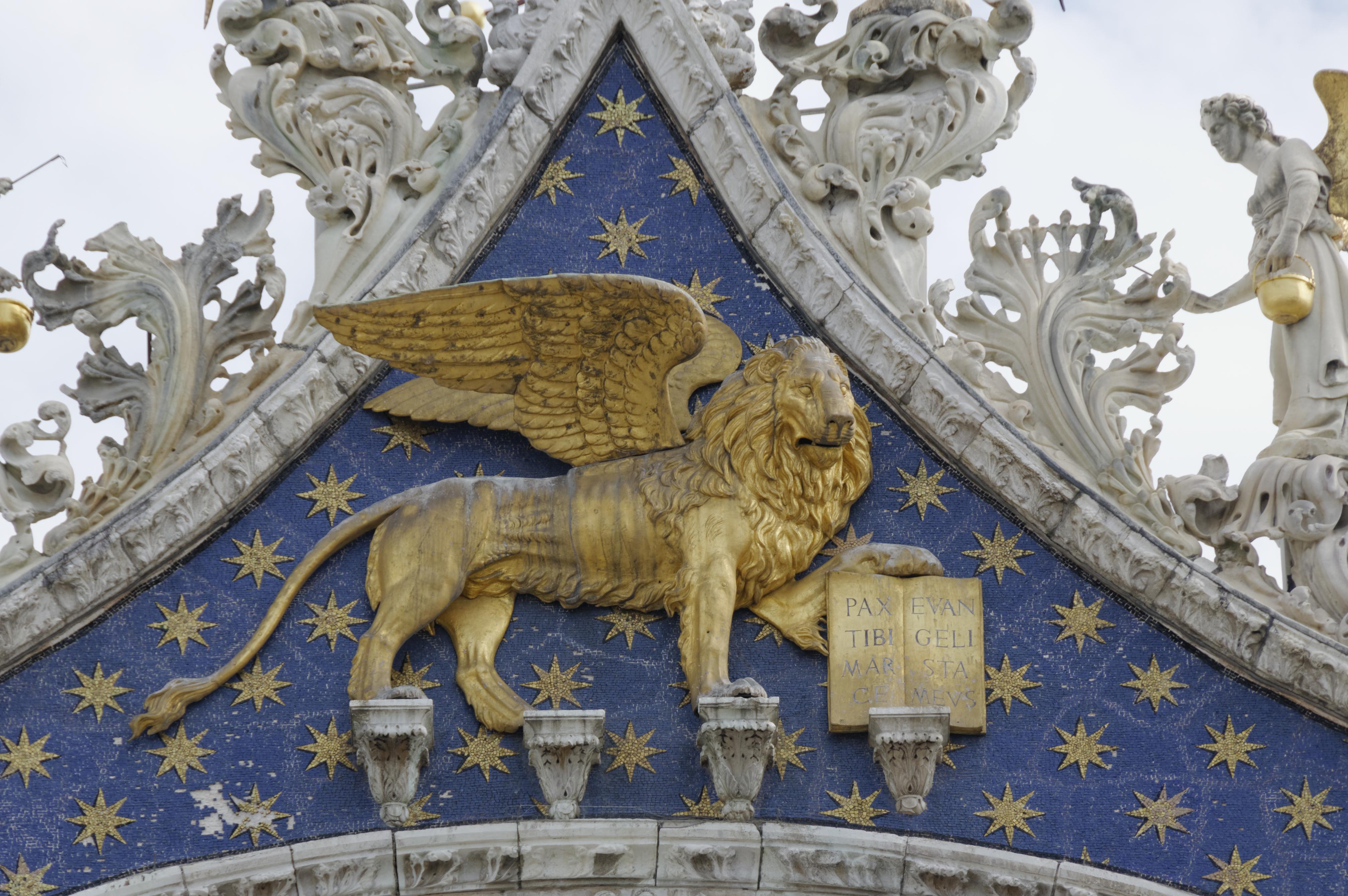 Leone di San Marco sulla basilica a Venezia