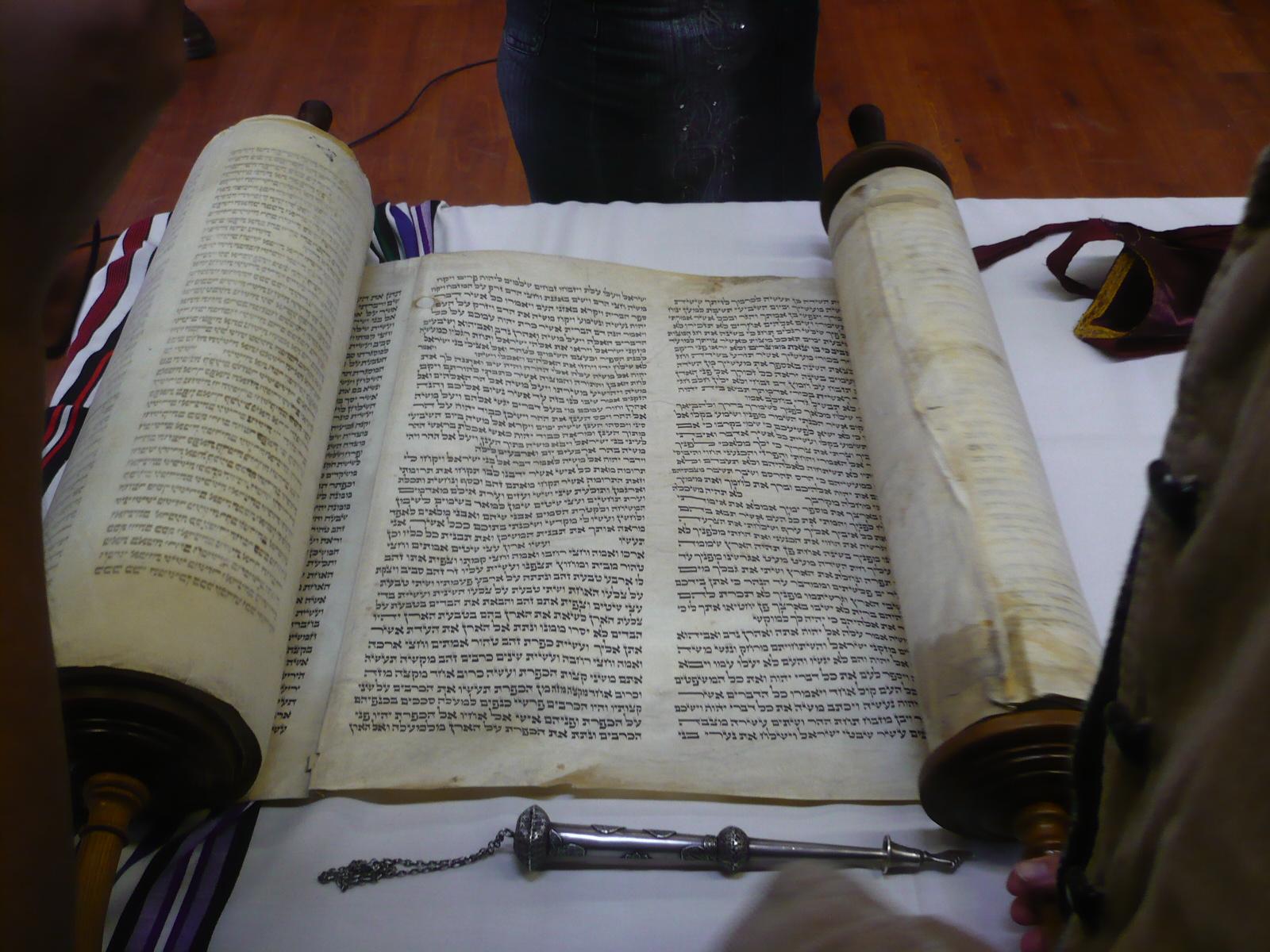 Weekly Torah portion - Wikipedia