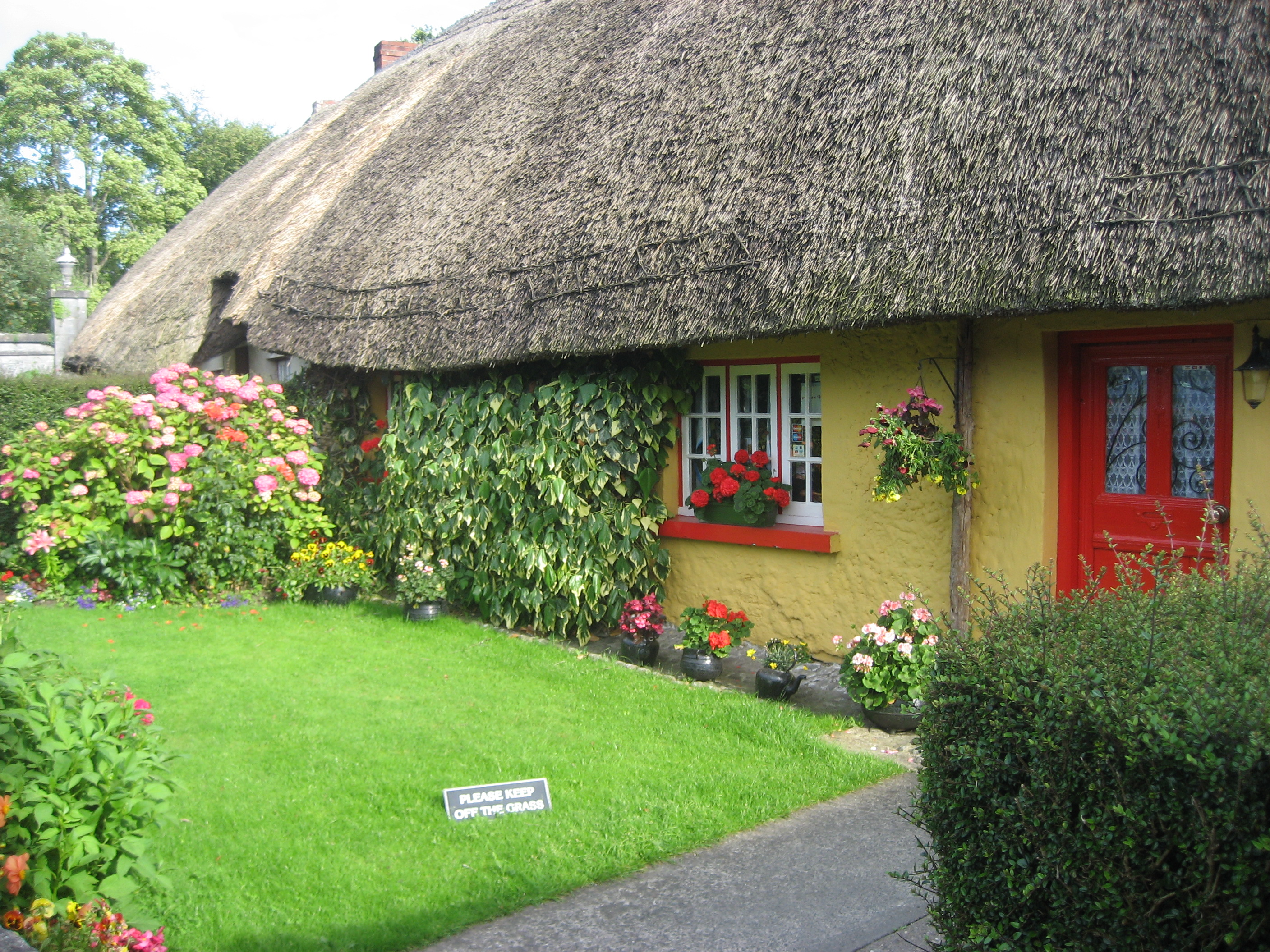 Http Commons Wikimedia Org Wiki File Yellow Cottage Adare Ireland Jpg