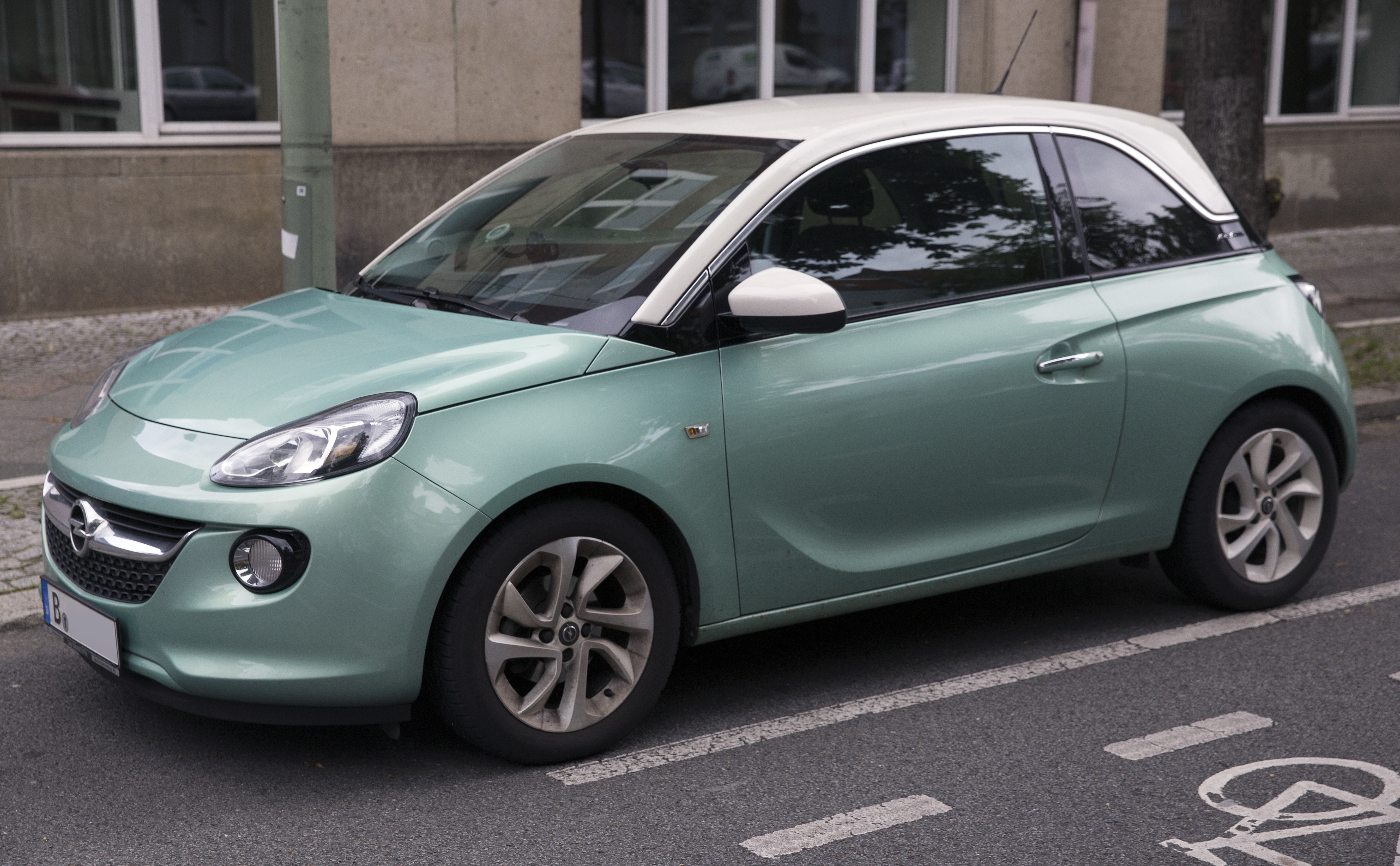 file 2016 opel adam in green front wikimedia commons. Black Bedroom Furniture Sets. Home Design Ideas