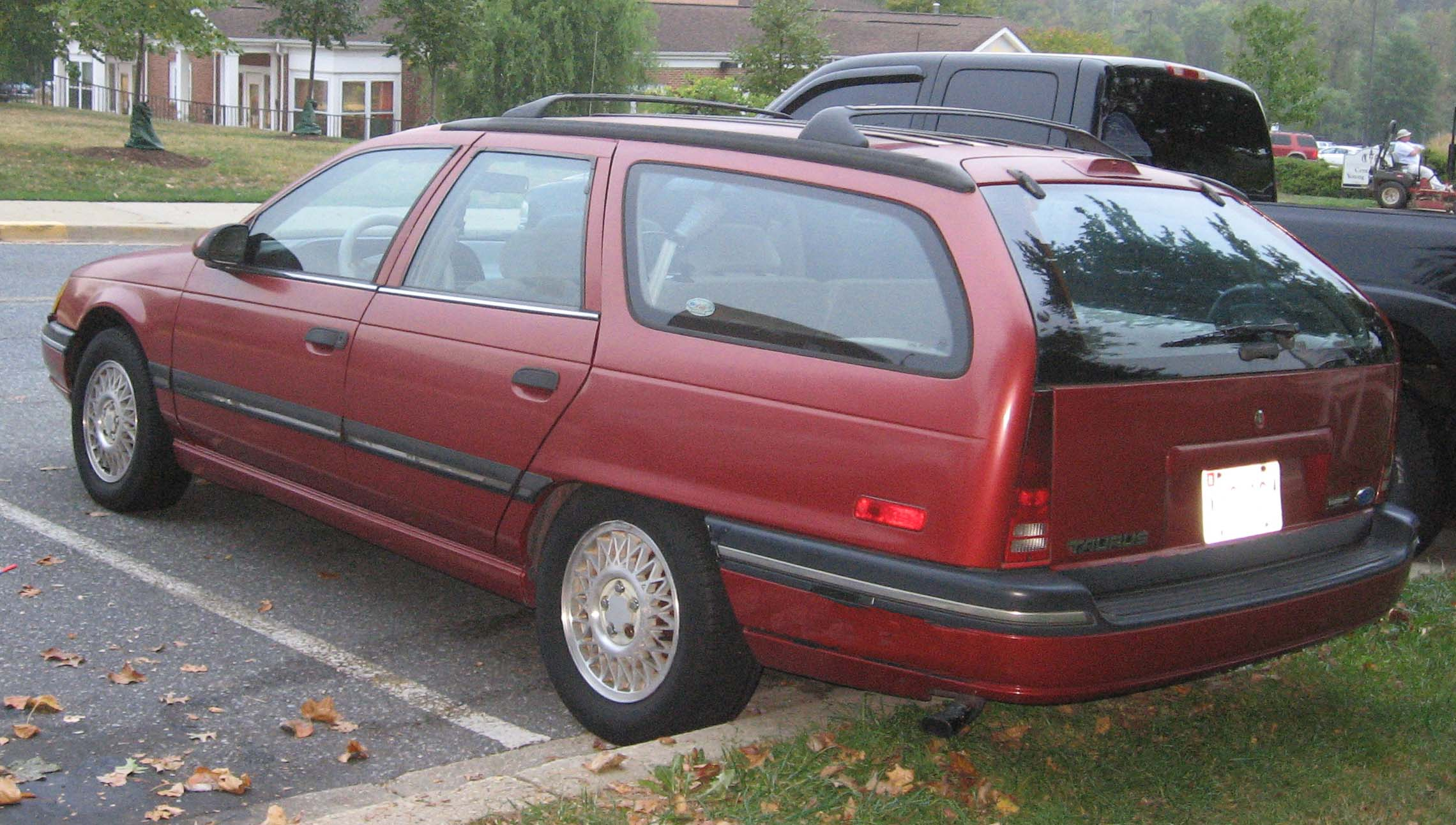 College Station Ford >> File:89-91 Ford Taurus wagon.jpg - Wikimedia Commons