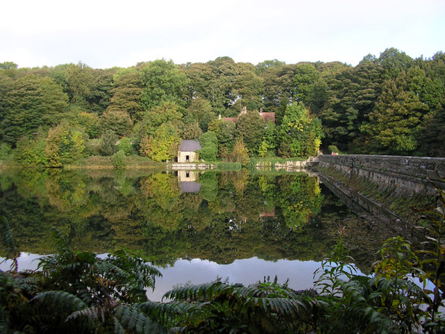 A ruined building at the side of Linacre Reservoir - geograph.org.uk - 705921