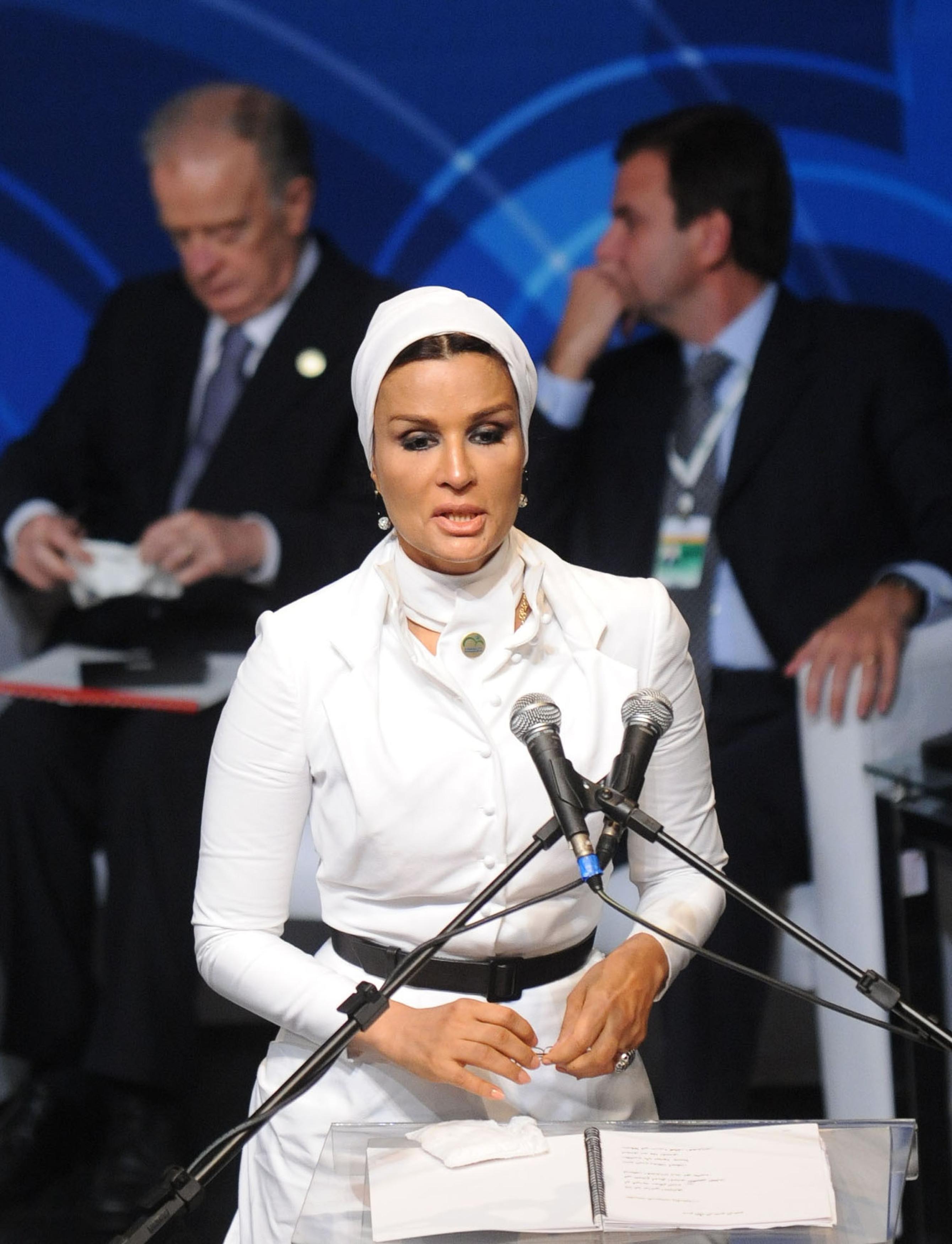 62-år gammel 173 cm høy Sheikha Moza i 2021