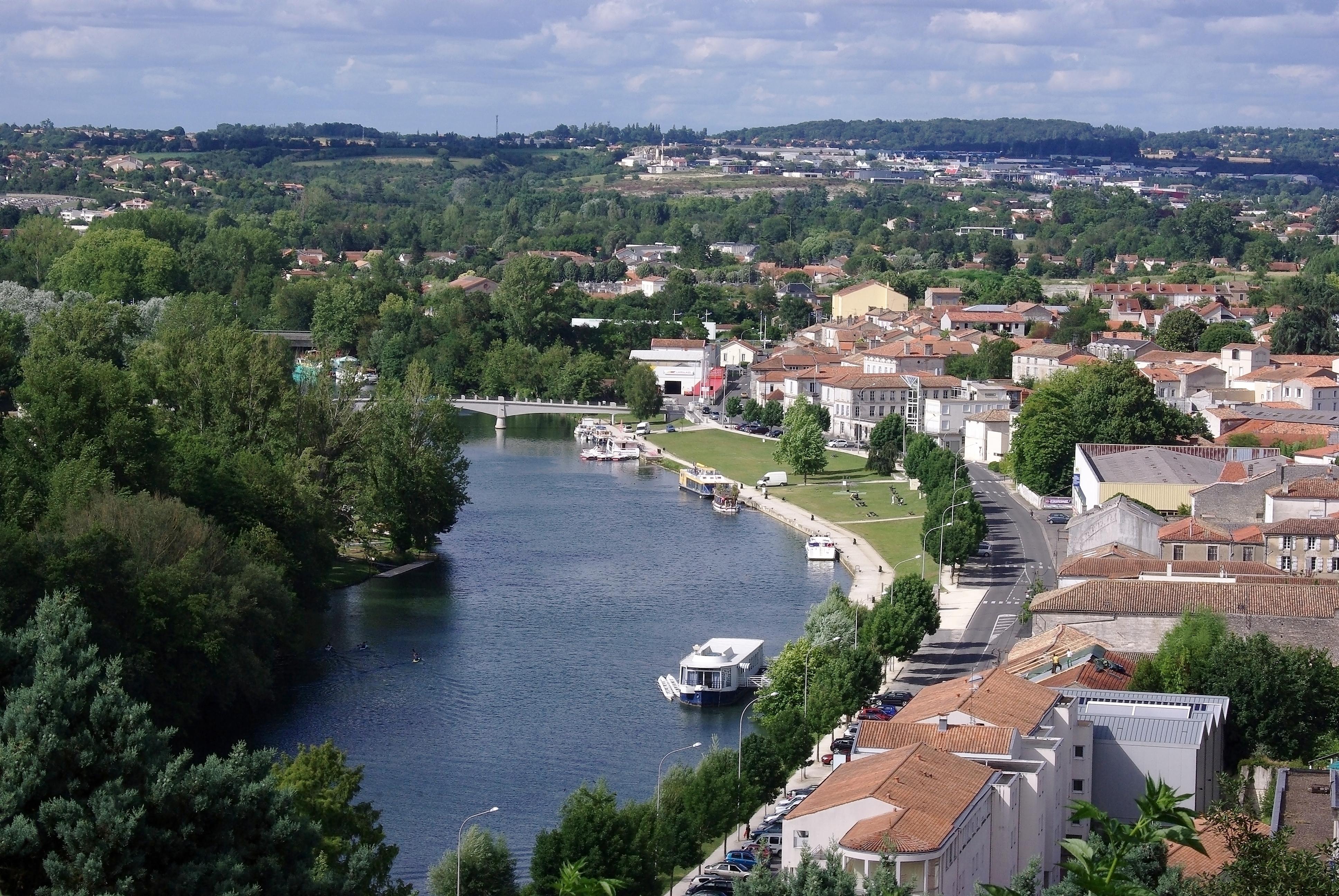 File angoul me l 39 houmeau vu des remparts for Rochefort angouleme
