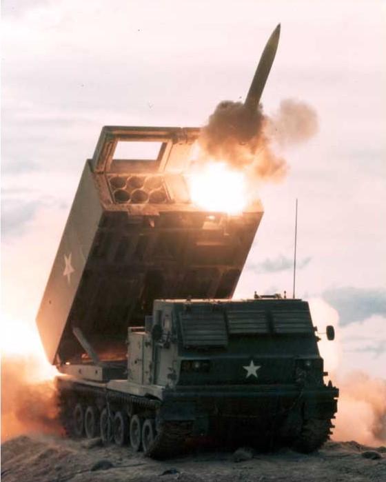 مصر تحصل على 50 راجمه M270 من فائض الجيش الامريكي  Army_mlrs_1982_02