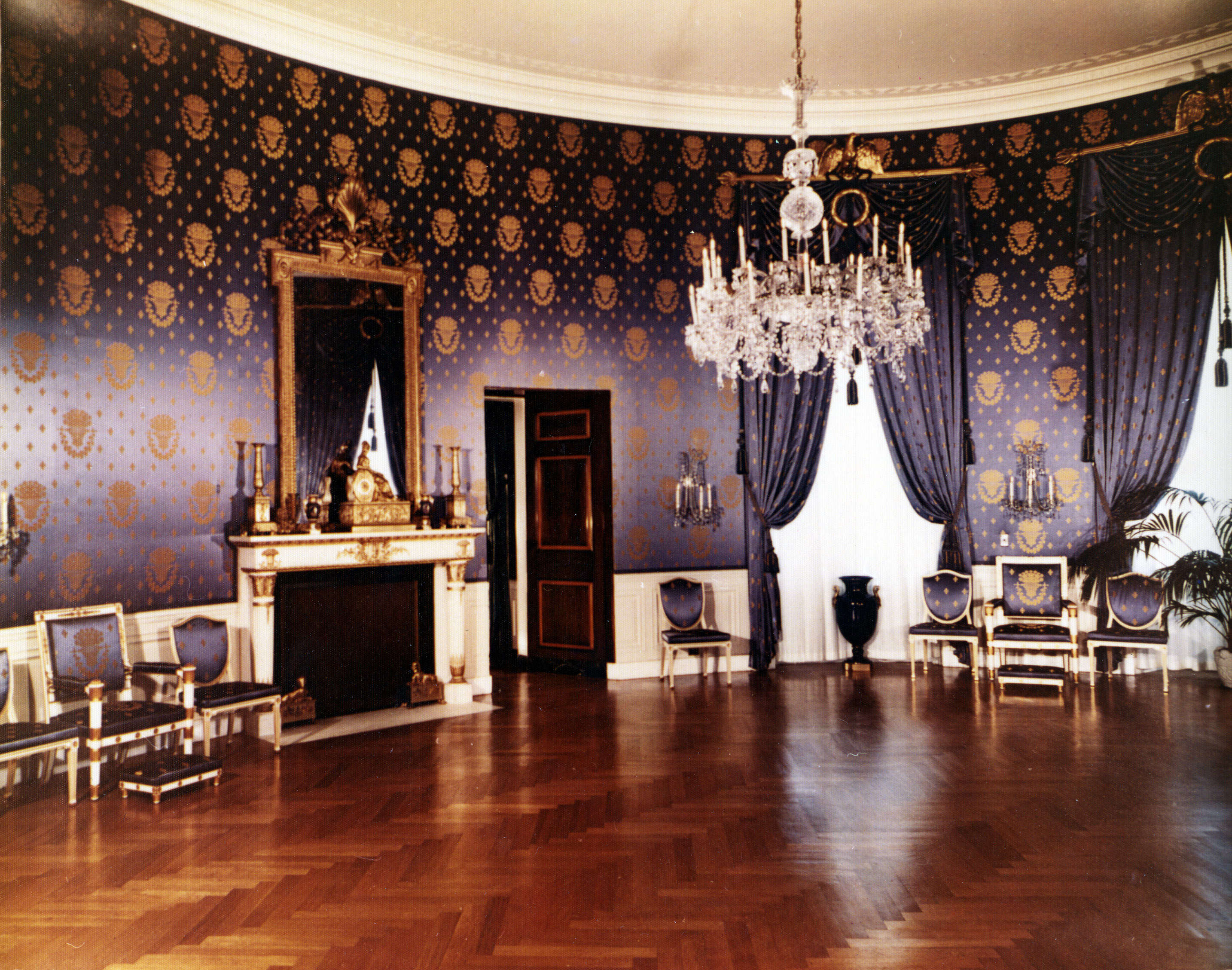 file blue room at the white house post renovation 07 15 wikimedia commons. Black Bedroom Furniture Sets. Home Design Ideas